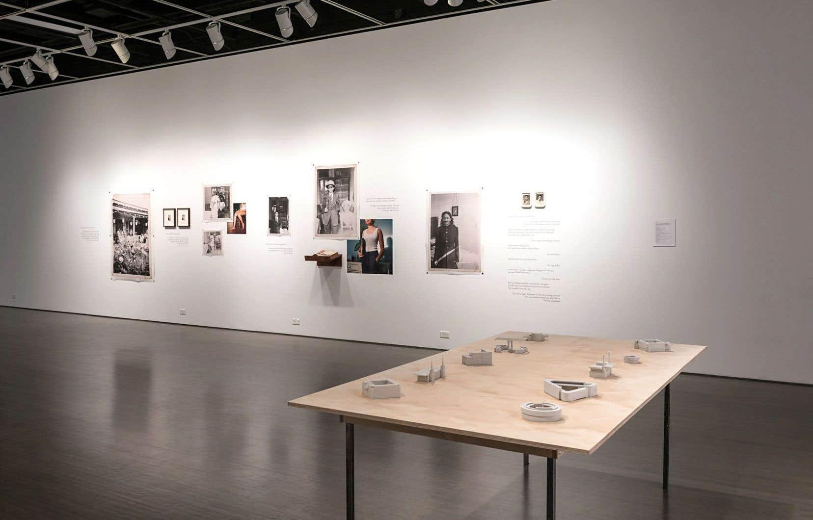 Vue de l'exposition «Ignition 13». Avec des œuvres de Zinnia Naqvi et de Brett Barmby.