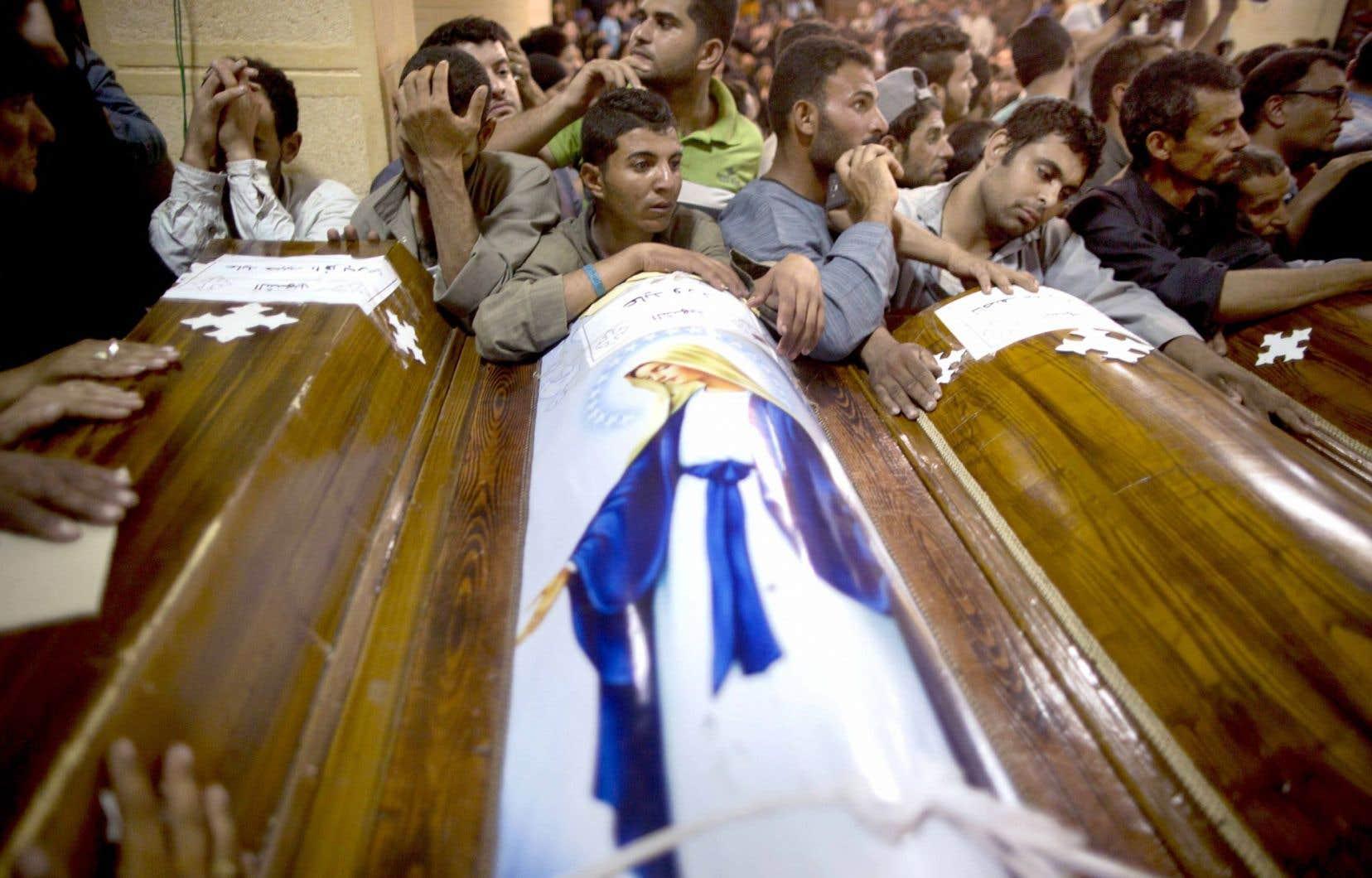 Dans un village proche du lieu de l'attaque où avaient lieu les funérailles de plusieurs victimes vendredi, la colère se mêlait à la douleur.