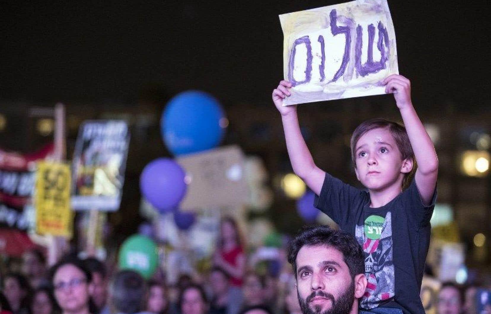 Plusieurs milliers d'Israéliens se sont réunis samedi soir à Tel-Aviv.