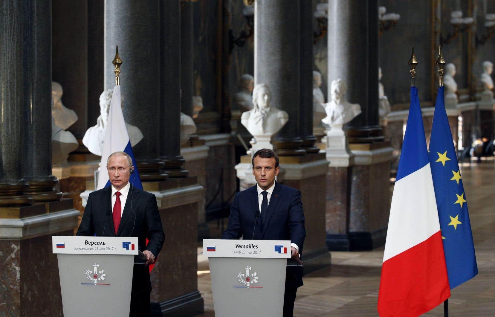 Le président français Emmanuel Macron a rencontré son homologue russe Vladimir Poutine lundi à Versailles.