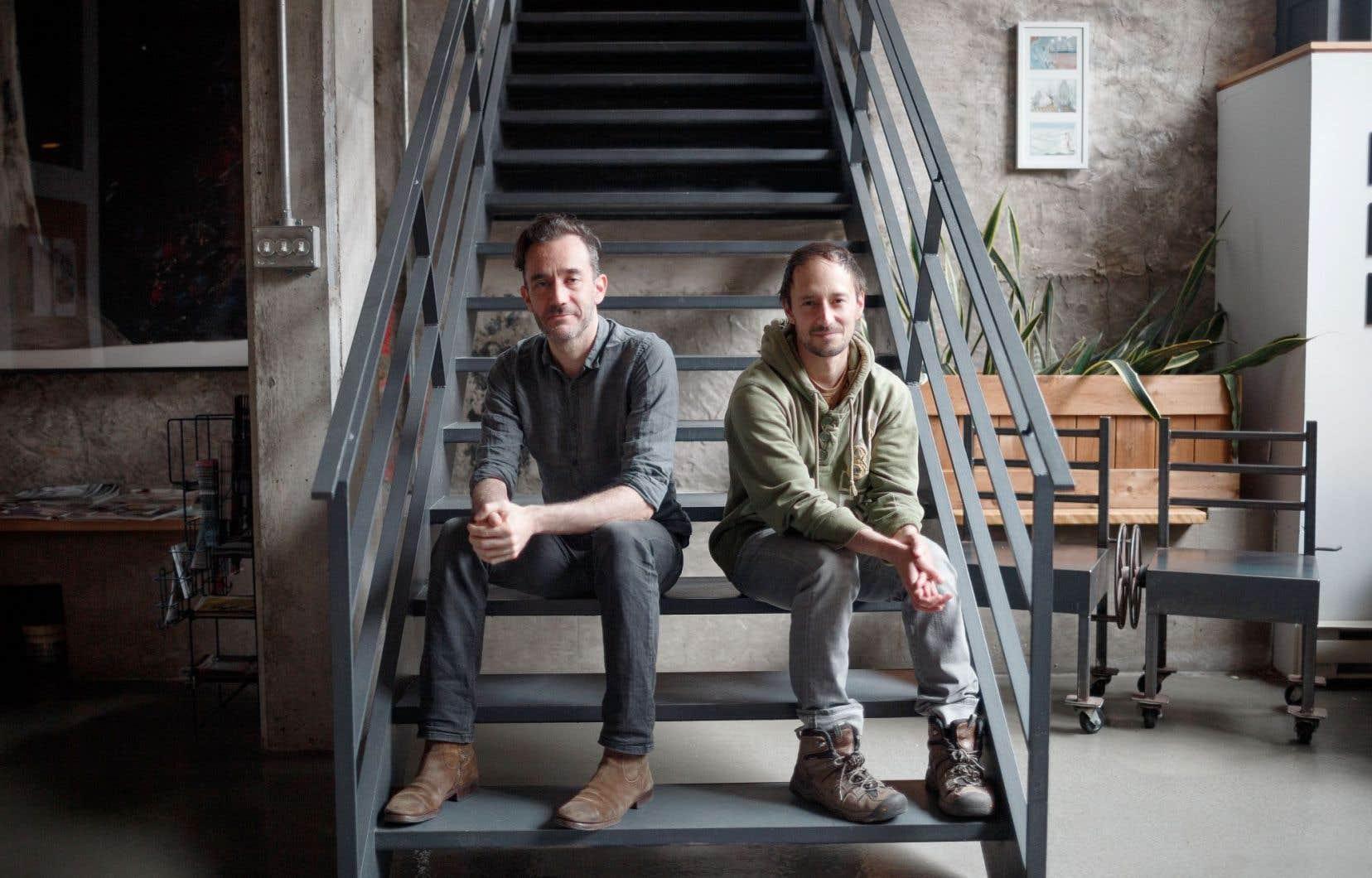 D'une manière différente, les deux créateurs, Frédérick Gravel et Manuel Roque, cherchent des façons «d'être» sur scène, plus que des manières de «représenter».