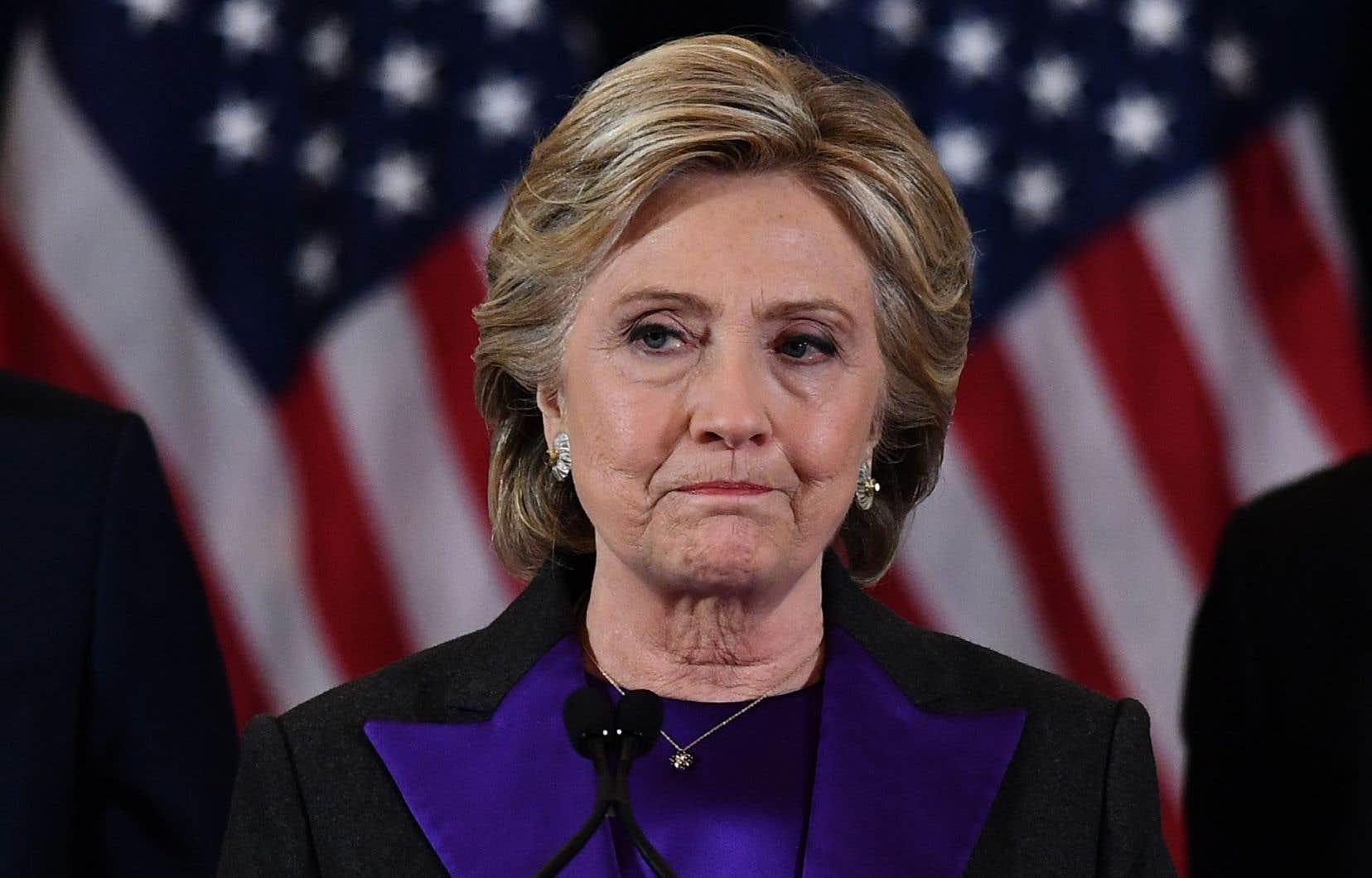 Hillary Clinton a aussi mis sa défaite sur le compte de l'ex-directeur du FBI James Comey, qui a brièvement rouvert le dossier de ses e-mails quelques jours avant l'élection.