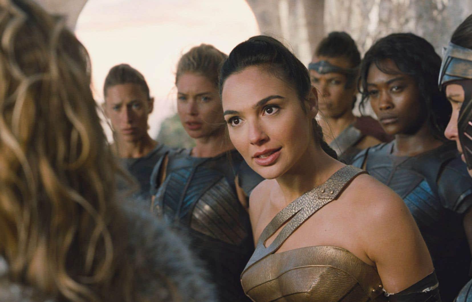 «Wonder Woman» injecte humour, énergie et élégance, avec à la clé quelques bonnes bagarres aux discrètes effusions de sang.