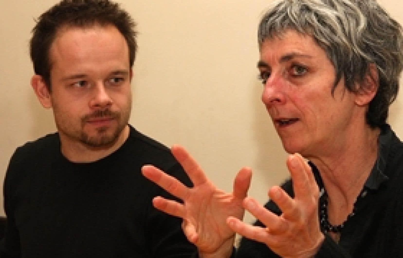 Geoffrey Gaquère et Lise Vaillancourt, le metteur en scène et l'auteure des Exilés de la lumière, qui prend l'affiche à l'Espace libre.