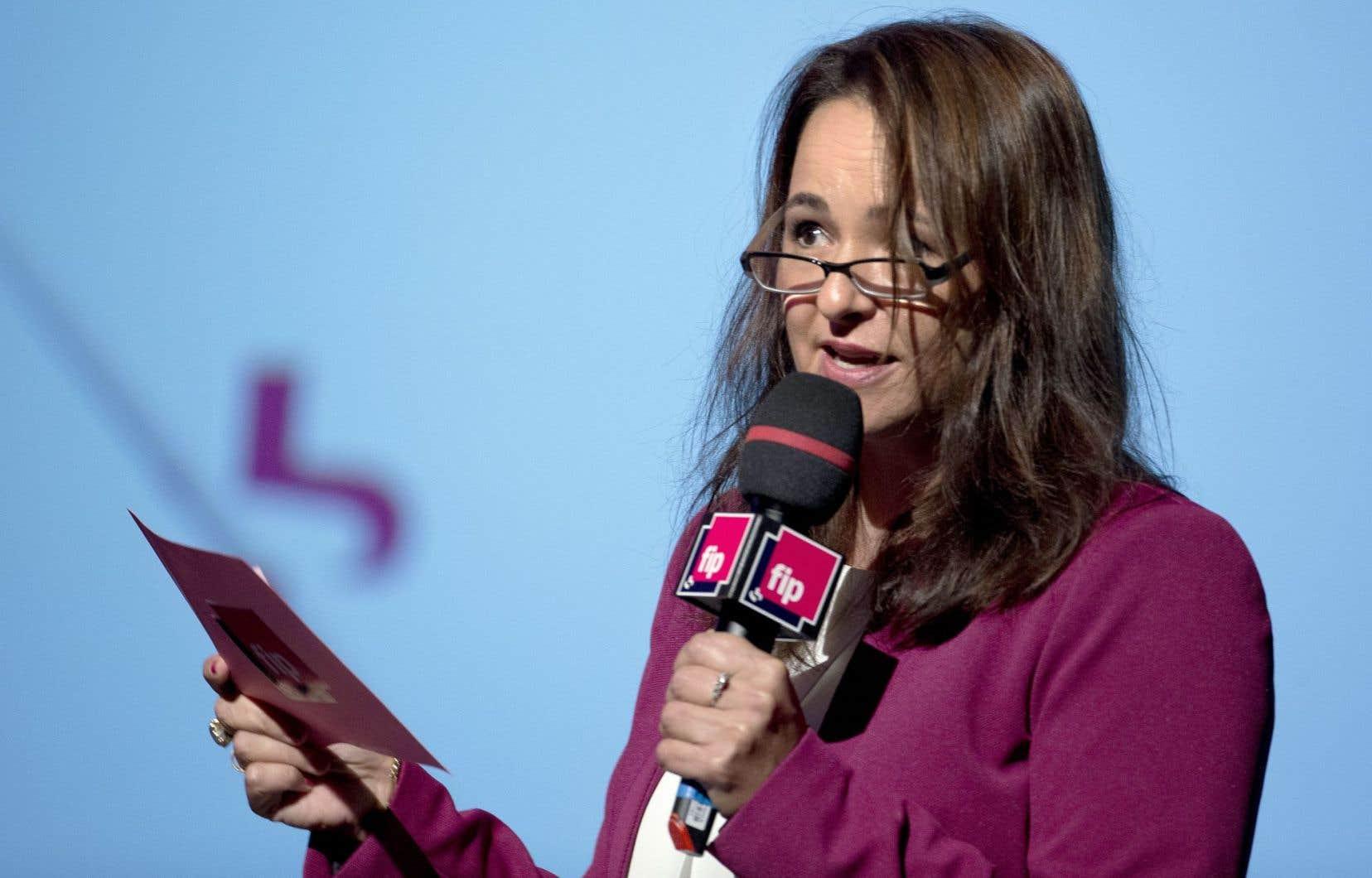 Anne Sérode lors d'une conférence de presse en 2015