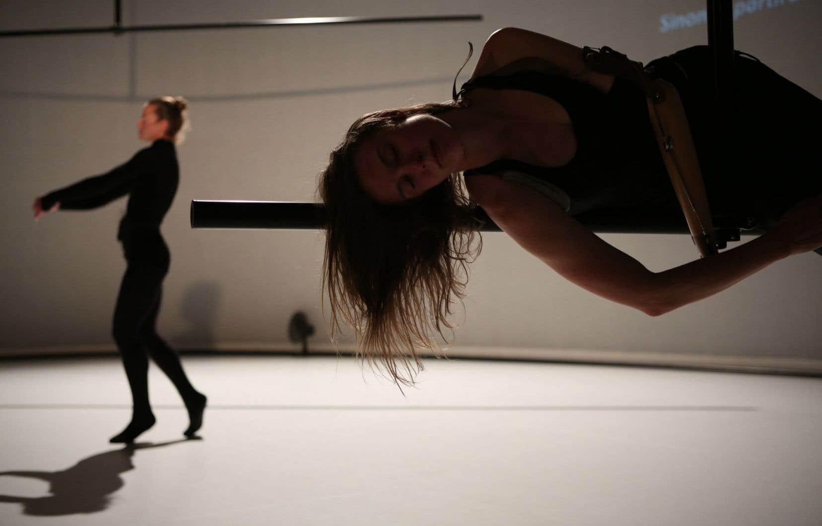 «Tordre» est un admirable exercice d'intimité, de dévoilement de l'âme toute particulière de deux danseuses d'exception:Lora Juodkaite etAnnie Hanauer.
