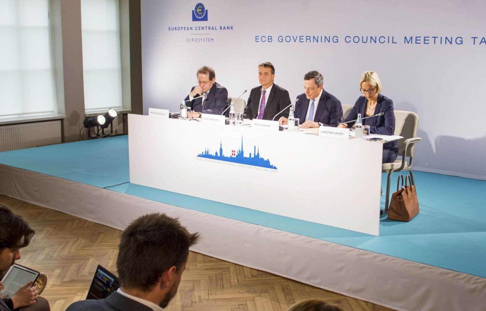 <p>La BCE conserve l'intention de relever les taux d'intérêt «bien après» la fin de son programme de rachats de dette.</p>