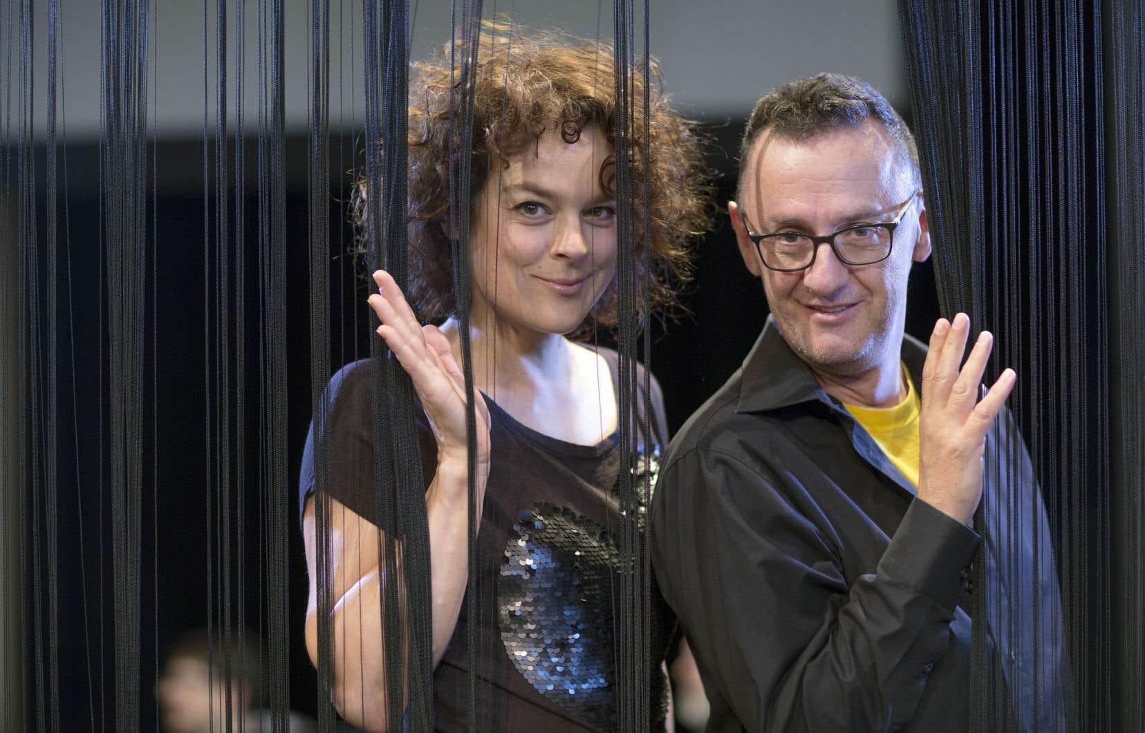 En enfilant les tenues de scène de Lola Lee, Hélène Bourgeois Leclerc entre dans son premier Tremblay, adapté par René Richard Cyr.