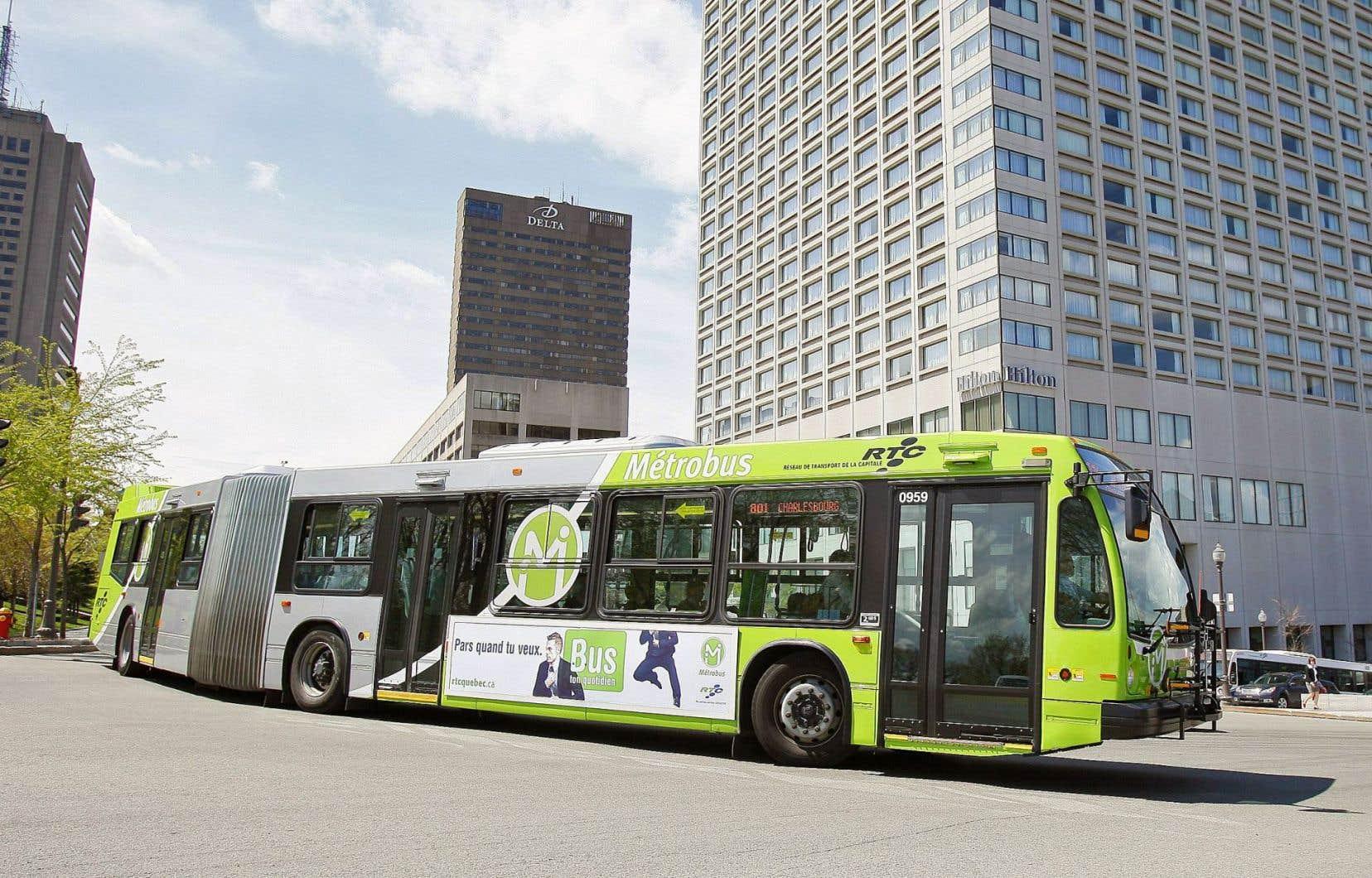 En réponse aux citoyens qui lui ont émis des plaintes, le maire a affirmé que la «restructuration majeure» du Réseau de transport de la capitale, prévue cet automne, fera en sorte «qu'on ne reconnaîtra même plus le réseau actuel».