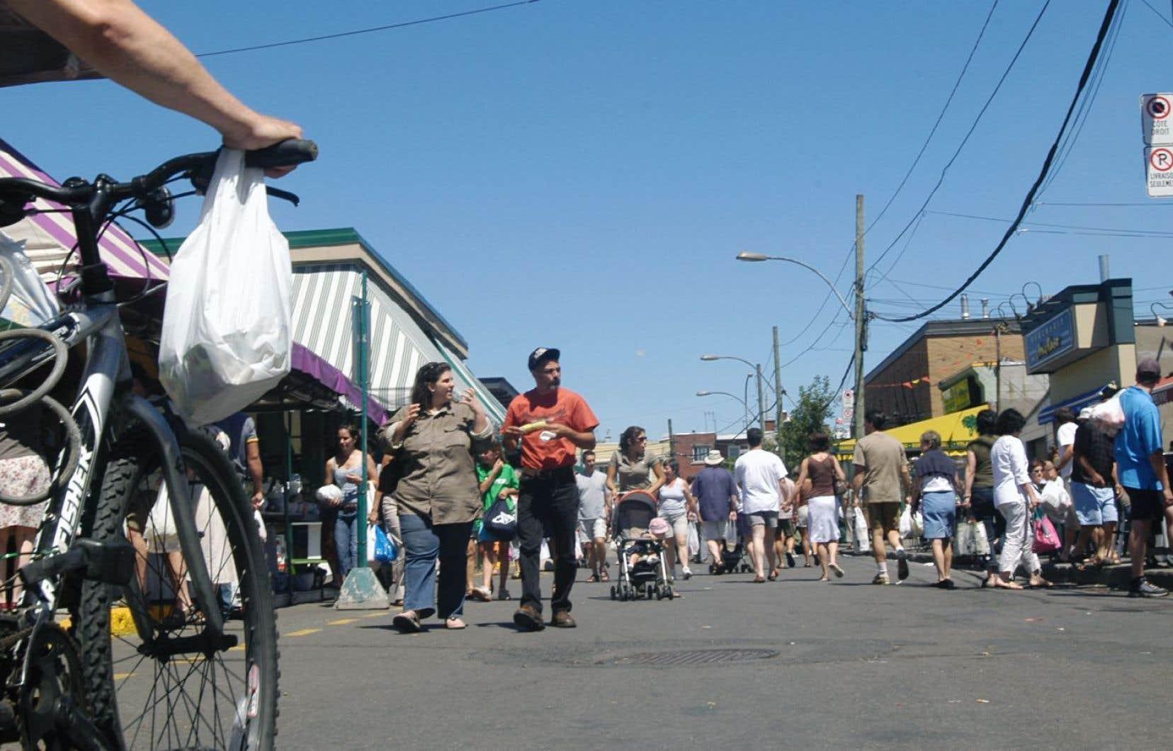 De toutes les personnes sondées par Les Ami.e.s., 68 % privilégient la marche ou le vélo pour se rendre au marché Jean-Talon contre seulement 20 % la voiture.