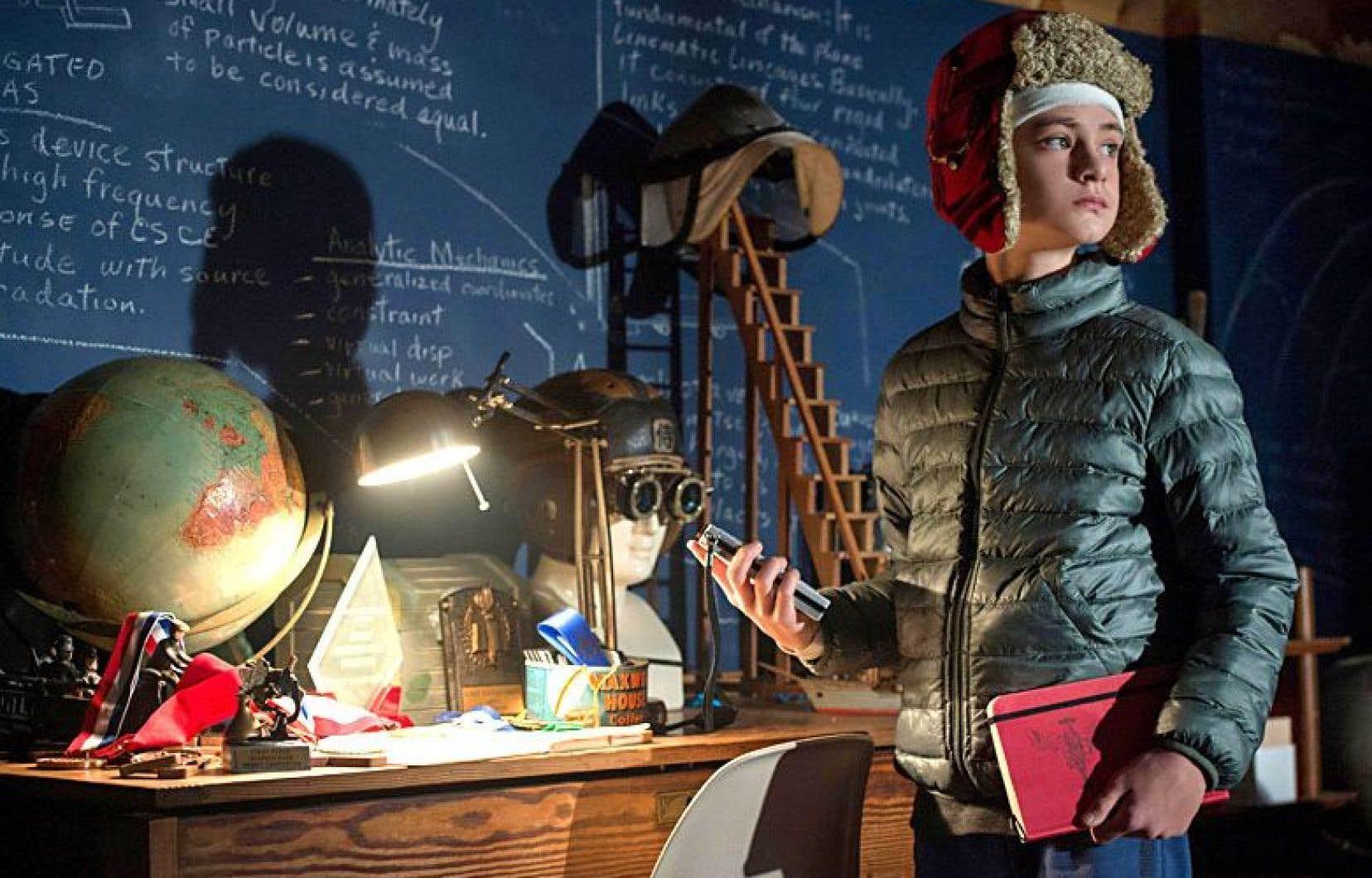 Au centre d'un fouillis de thématiques abordées émerge la figure d'Henry (Jaeden Lieberher), génie âgé de 11ans.