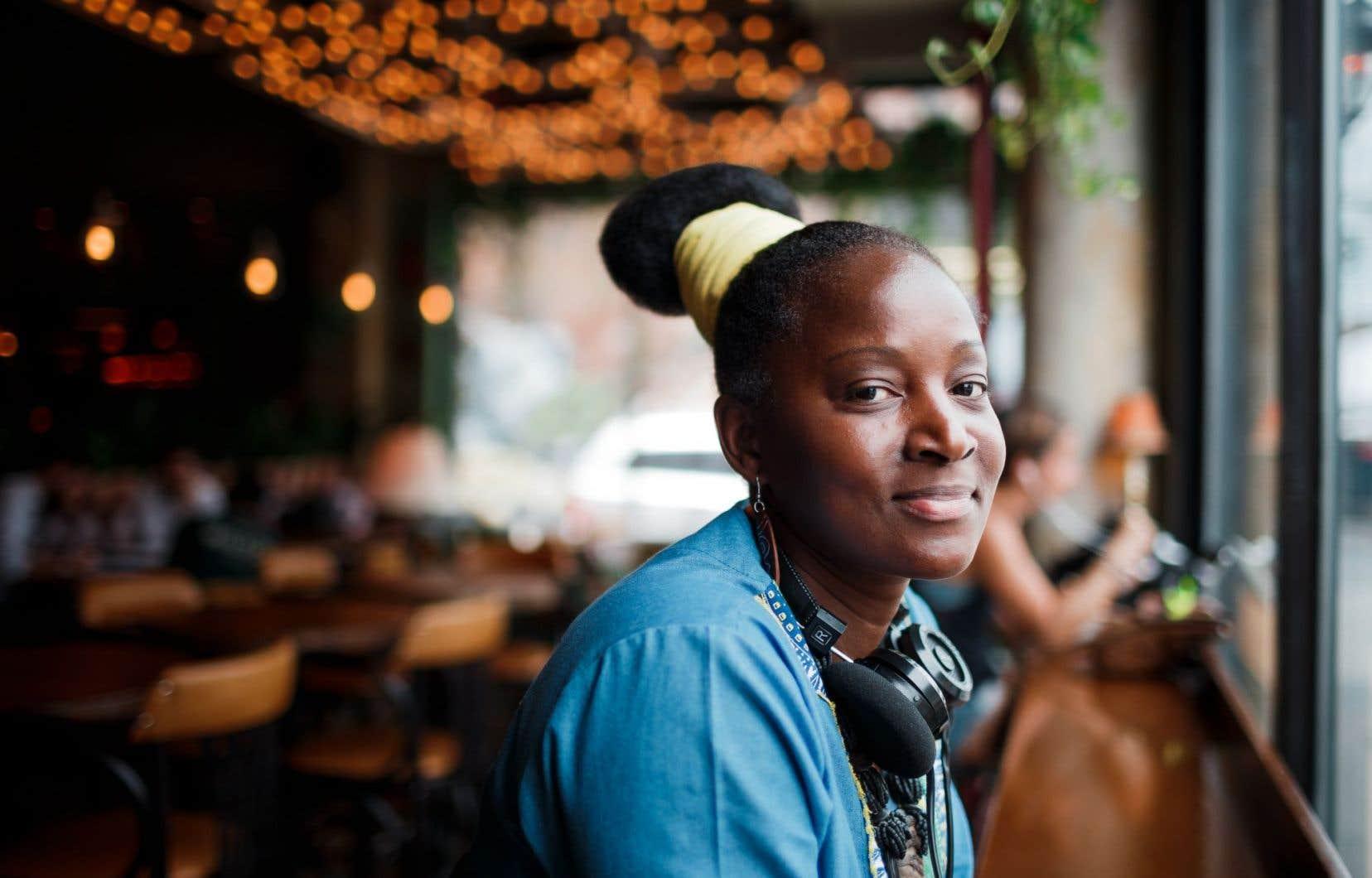 Dans ses textes comme dans sa musique, Laetitia Zonzambé s'imprègne aussi de la vie d'ici.