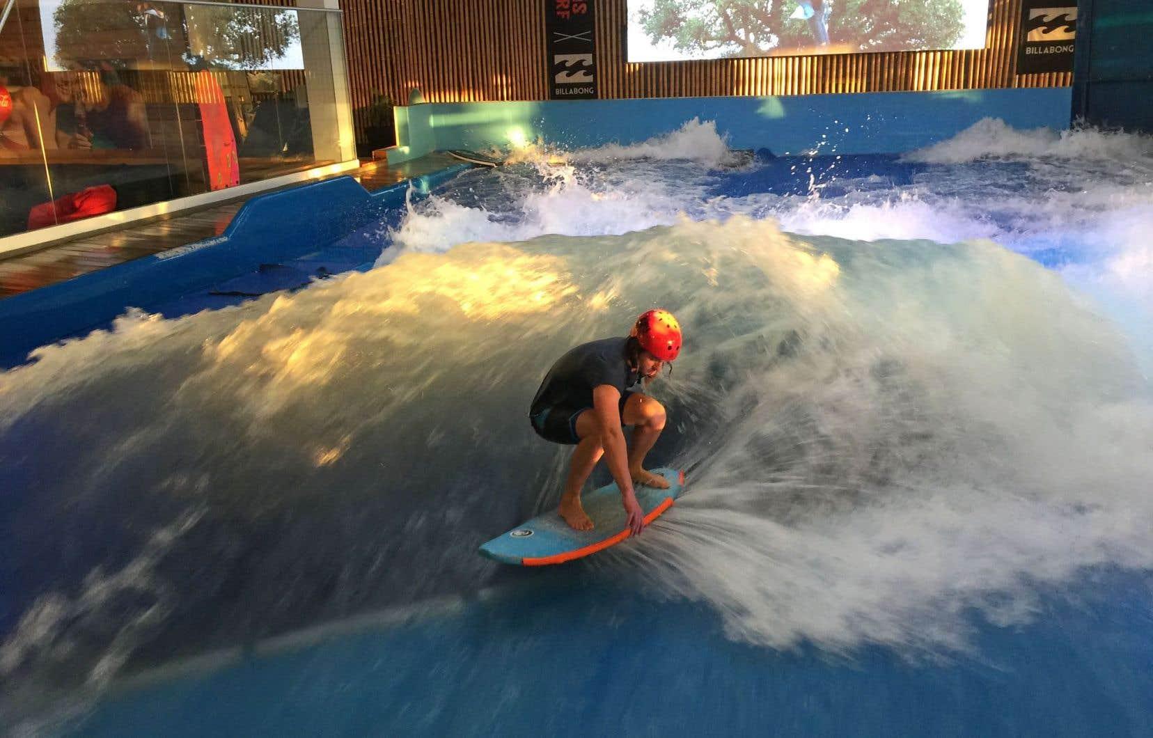Les jeudis et dimanches soir à l'Oasis Surf de Brossard, la vague est réservée aux plus avancés. Dans la déferlante qui atteint un peu plus de 1,2 mètre, les habitués travaillent «ollies», minitube et 360 degrés.