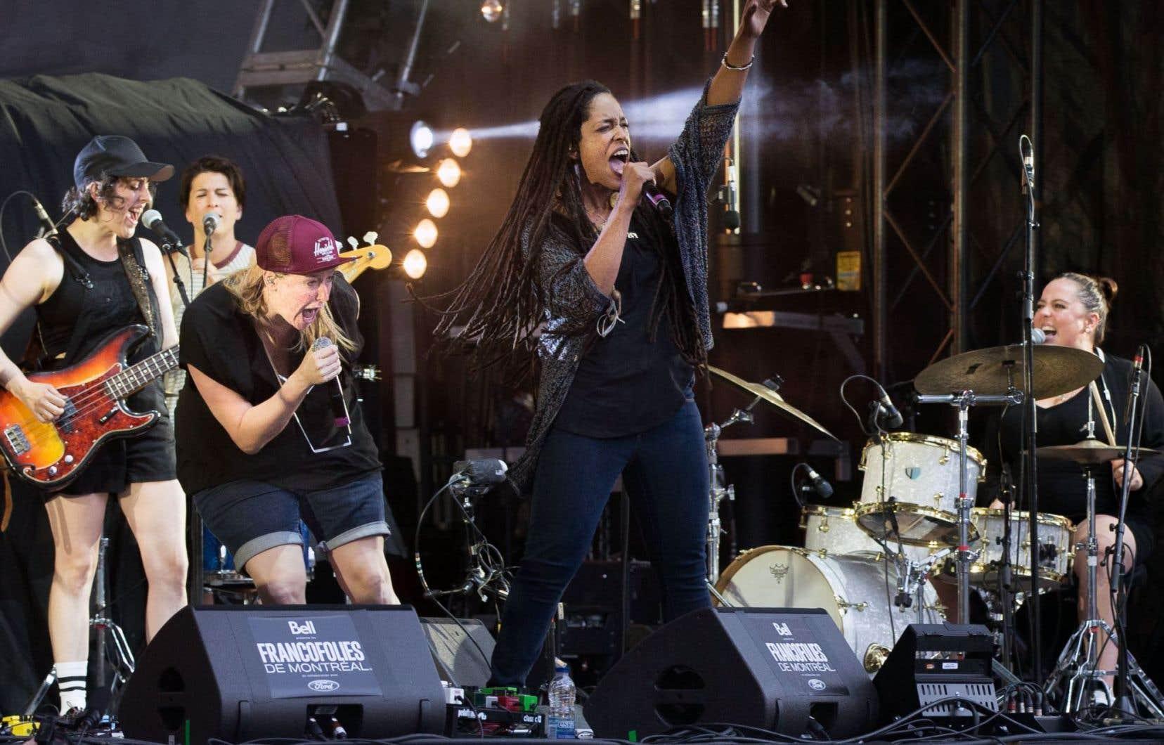 C'est Ariane Moffatt (ici à la batterie) qui a rassemblé le groupe tout féminin appelé «Louve».