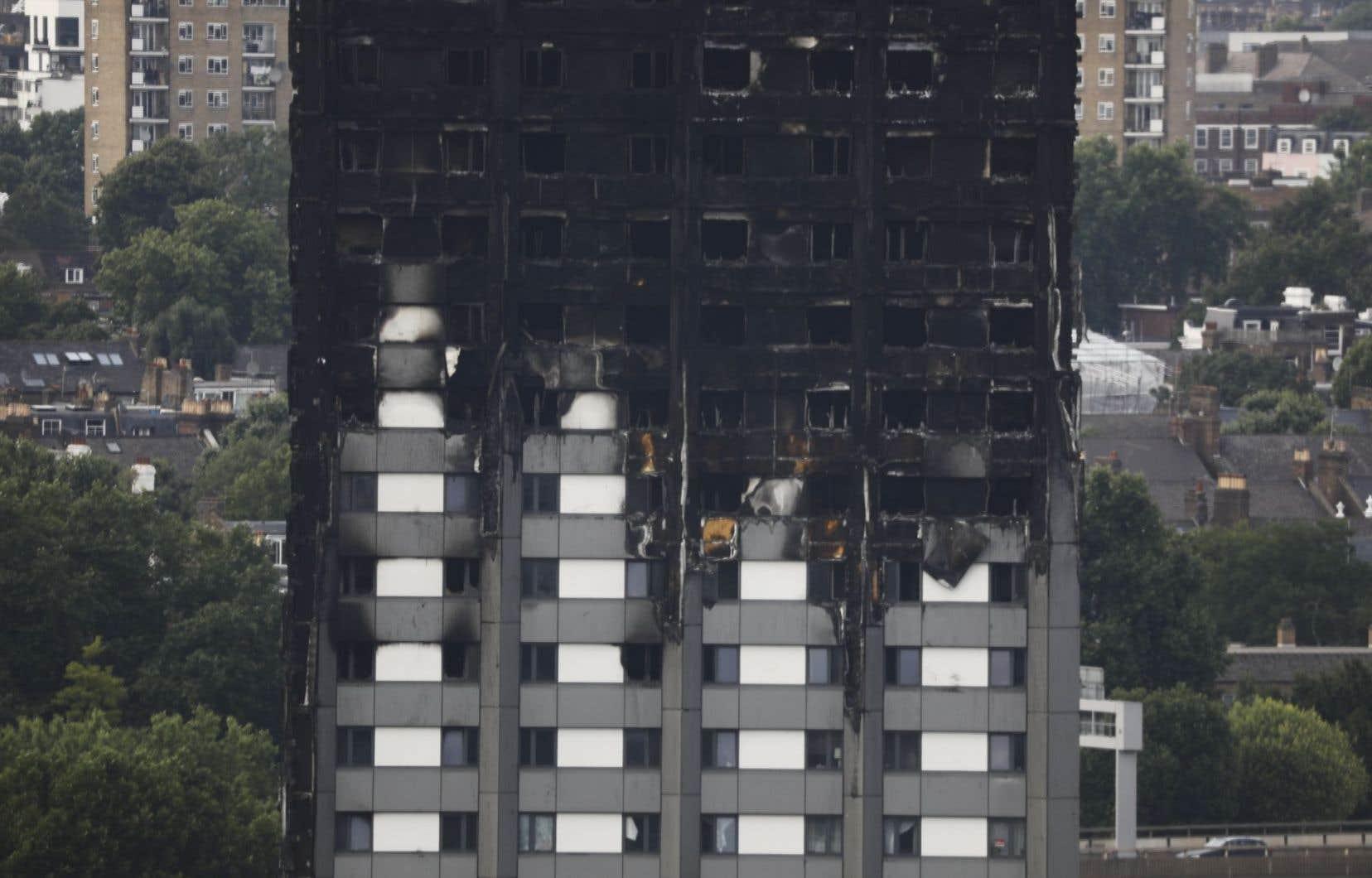 Certains corps pourraient ne jamais être identifiés en raison de la violence du brasier qui a enflammé la tour dans la nuit de mardi à mercredi dernier.