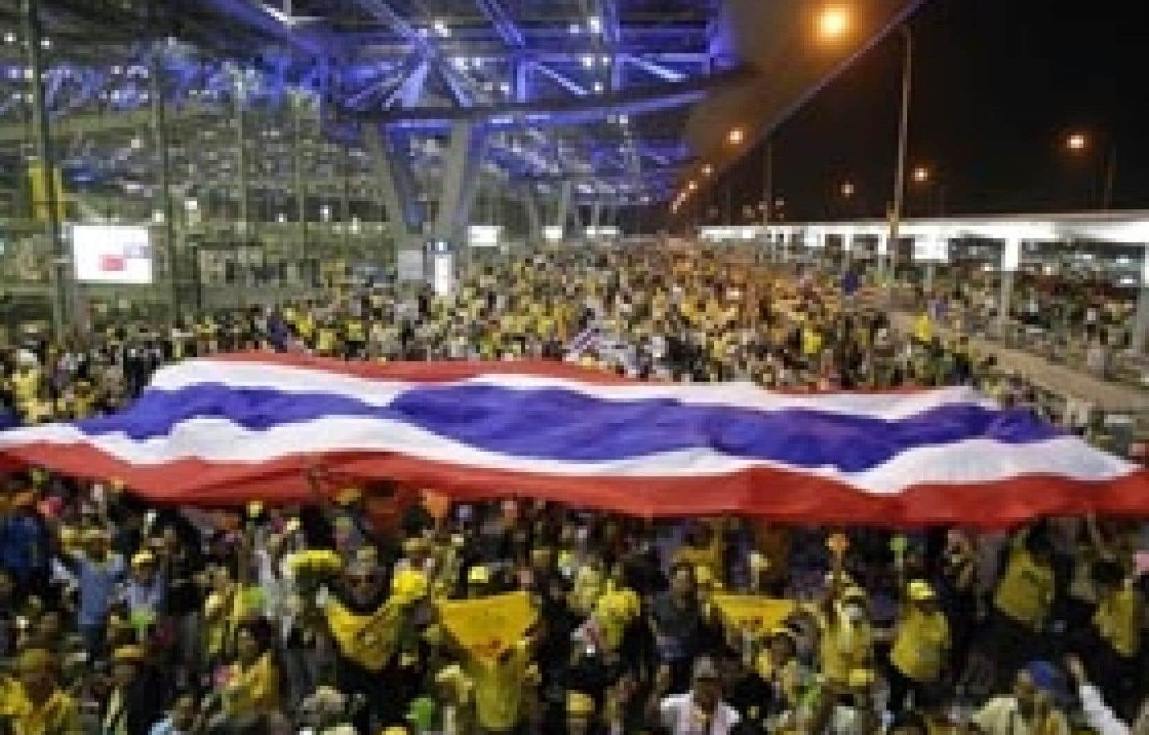 Les opposants ont célébré hier à l'aéroport Suvarnabhumi la destitution du premier ministre.