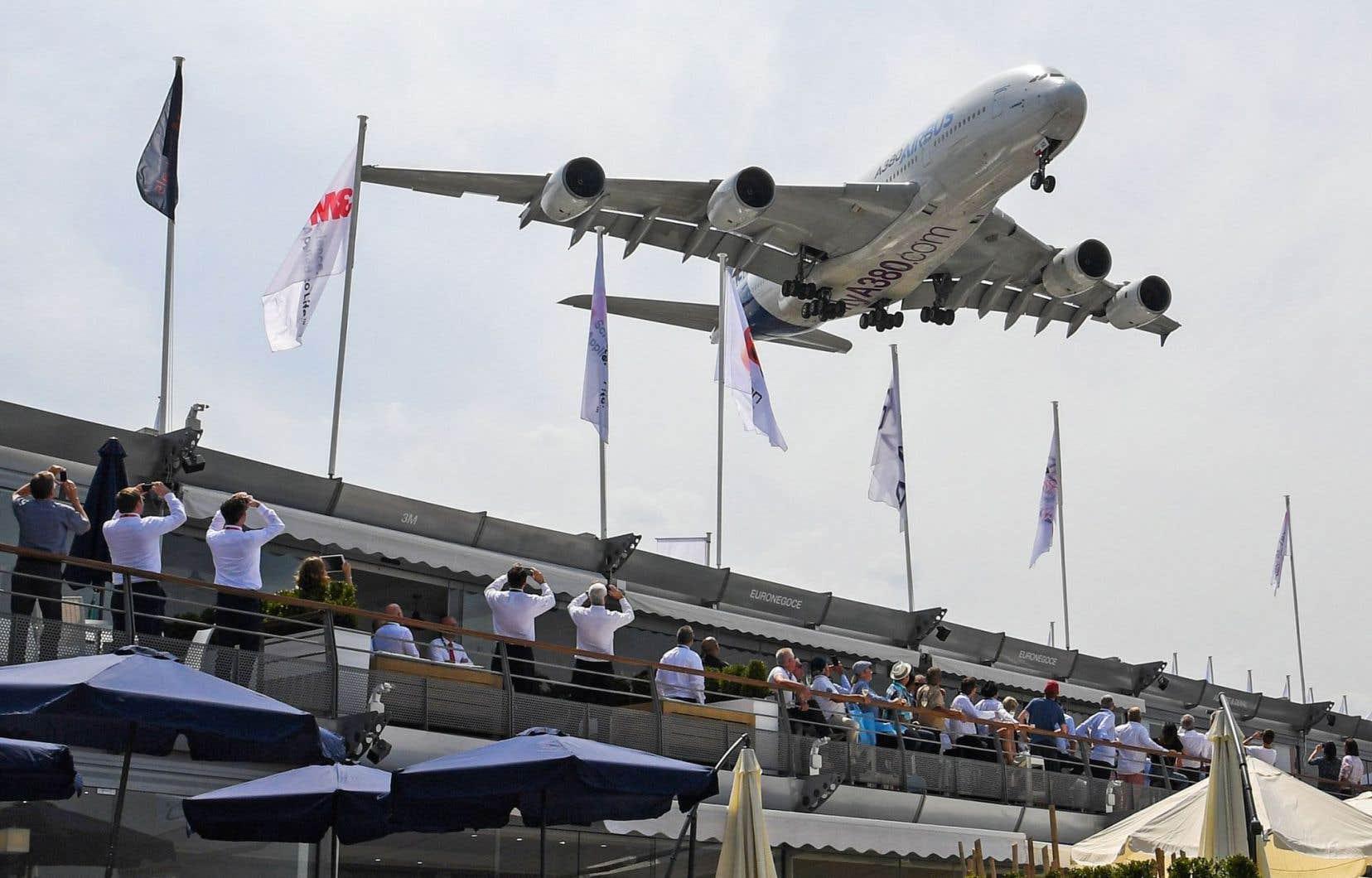 Airbus et Boeing, tous deux présents au Salon du Bourget, prennent cette concurrence au sérieux.
