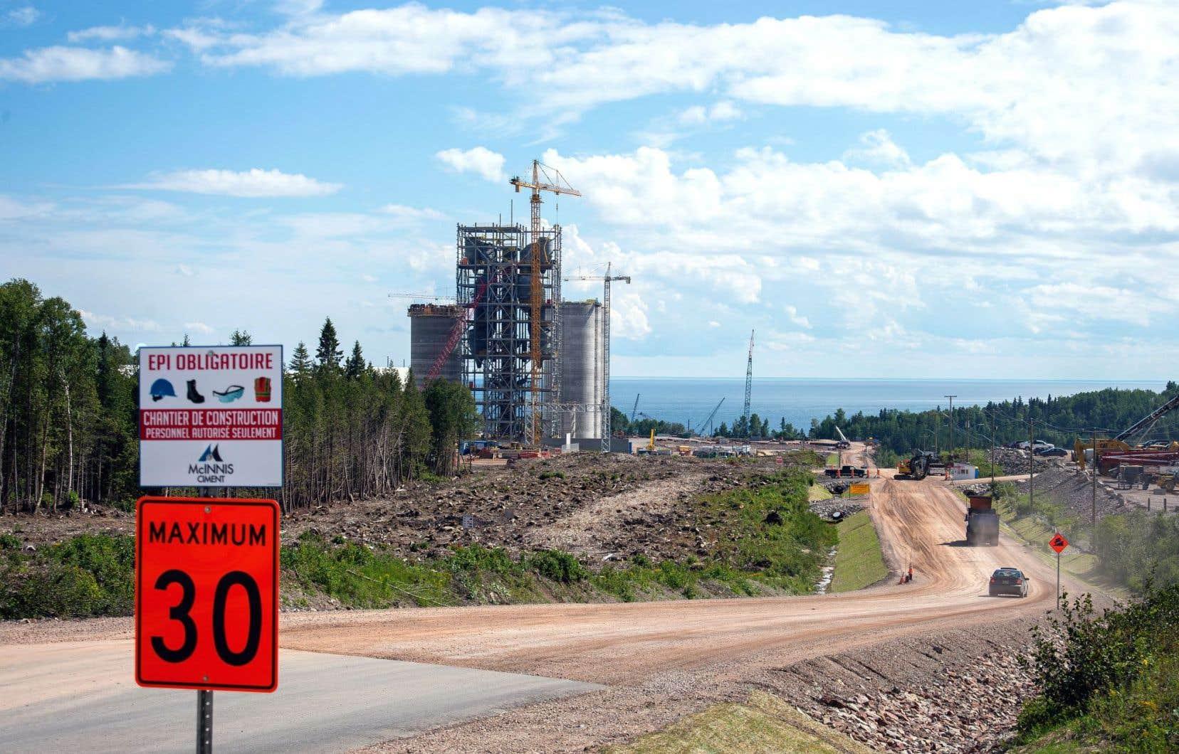 La cimenterie lors de sa construction, en 2015
