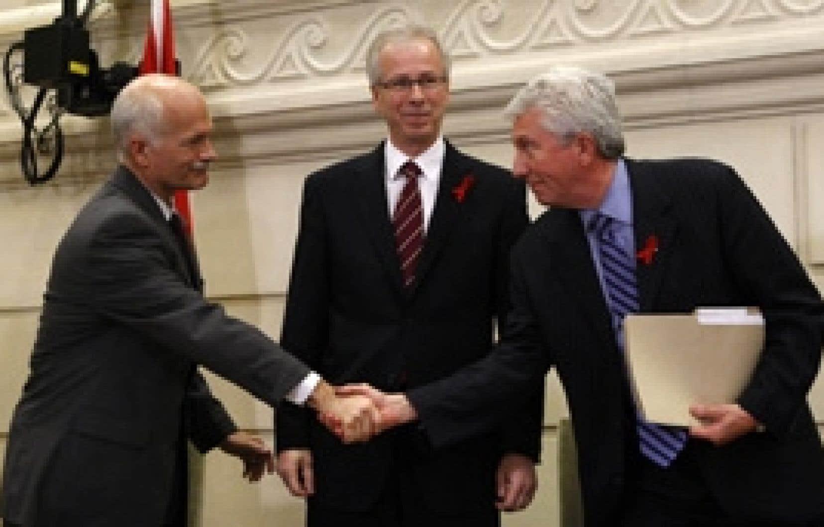 Les chefs Jack Layton, du NPD, Stéphane Dion, du Parti libéral, et Gilles Duceppe, du Bloc québécois, ont scellé hier à Ottawa un pacte visant à créer un gouvernement de coalition.