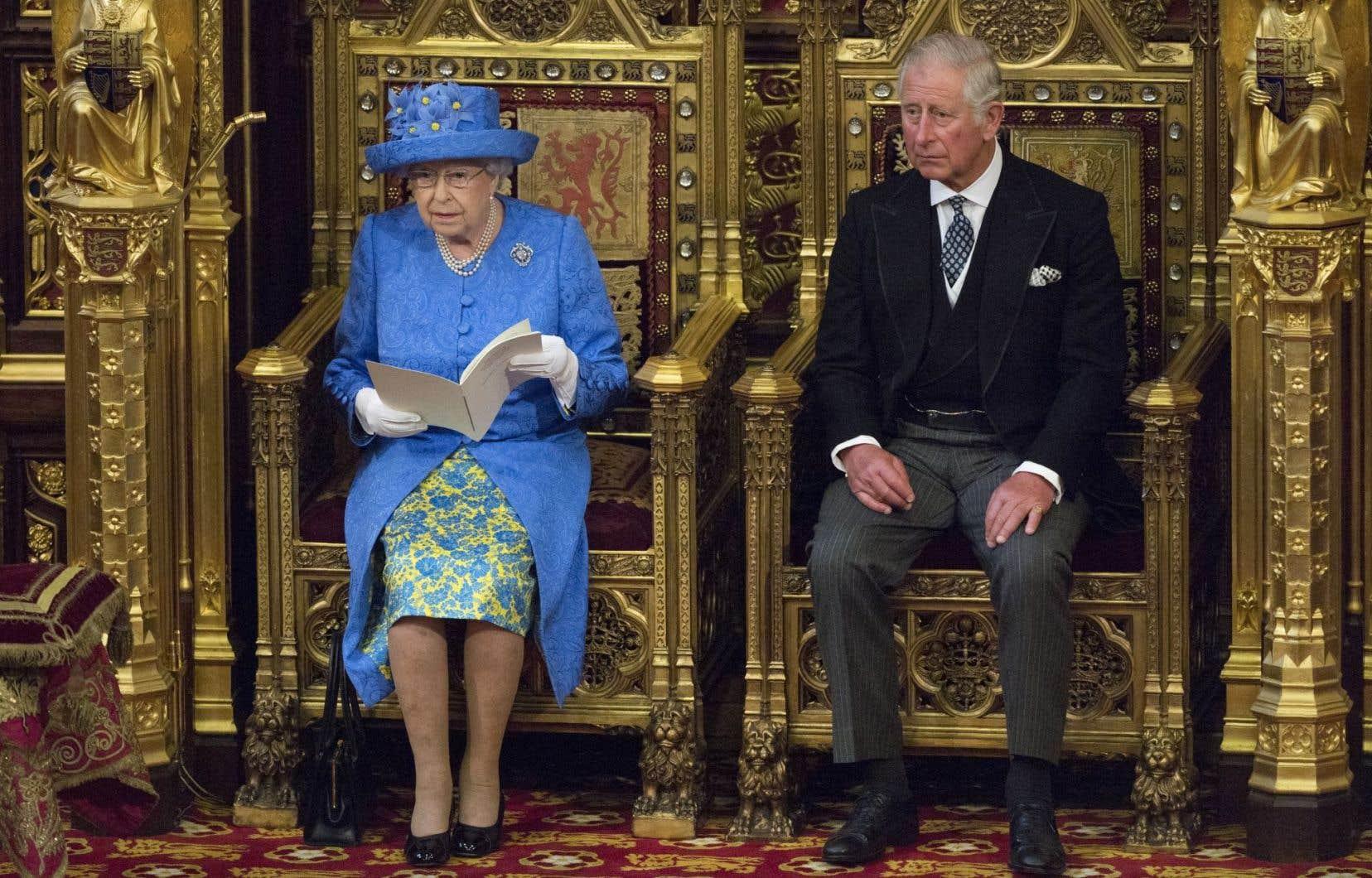 La reine Élisabeth II a présenté mercredi au Parlement le programme du gouvernement de Theresa May.