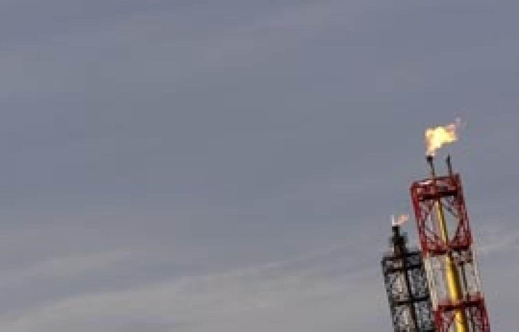 À New York, le baril de light sweet crude a fini à 49,28 $US, en baisse de 5,15 $US par rapport à la clôture de vendredi.