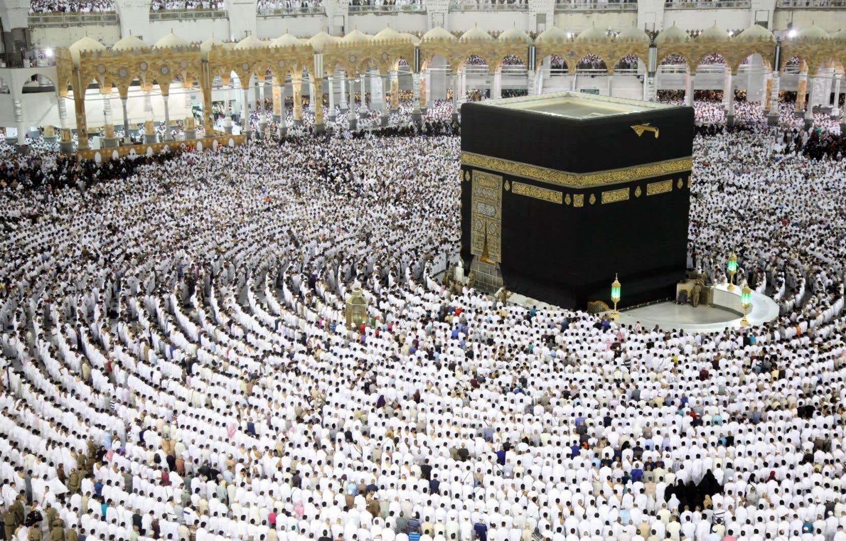 Les fidèles musulmans se sont rassemblés à la Grande Mosquée de La Mecque pour le dernier vendredi saint du ramadan.