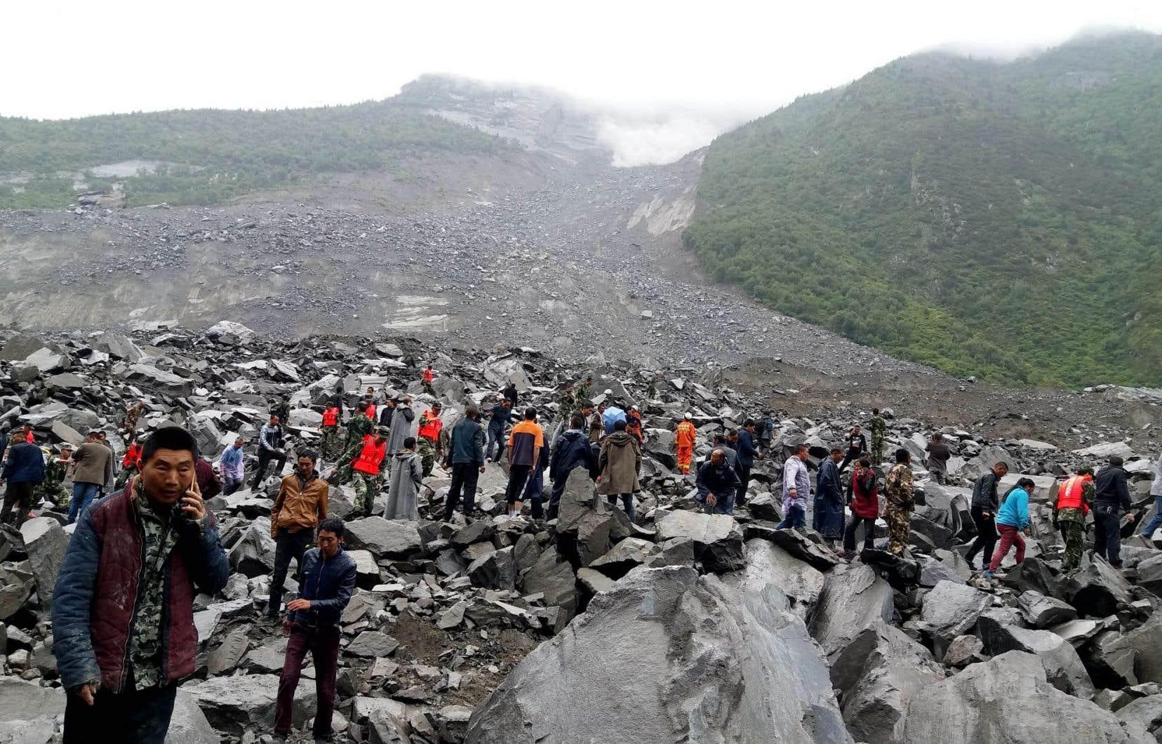 Plus de 120 personnes sont encore disparues et 62 maisons ont été englouties, selon un bilan des autorités.