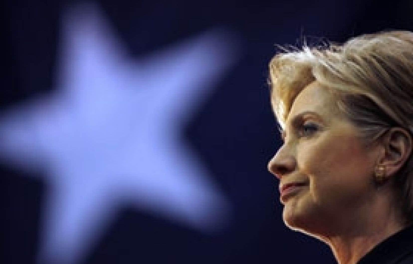 Une source proche de la sénatrice de New York a affirmé hier qu'Hillary Clinton «sera à Chicago [aujourd'hui] pour être nommée secrétaire d'État».
