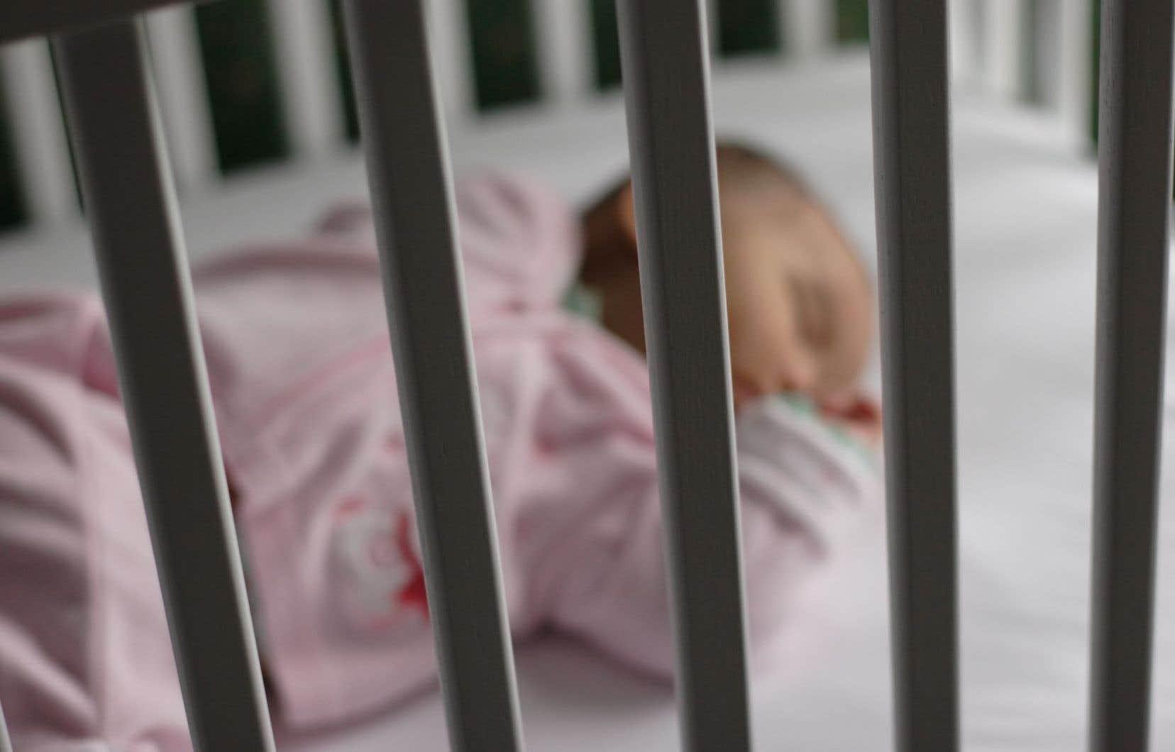 Le bébé, dont la cause du décès n'est pas encore connue, avait à peine plus de 20 mois.