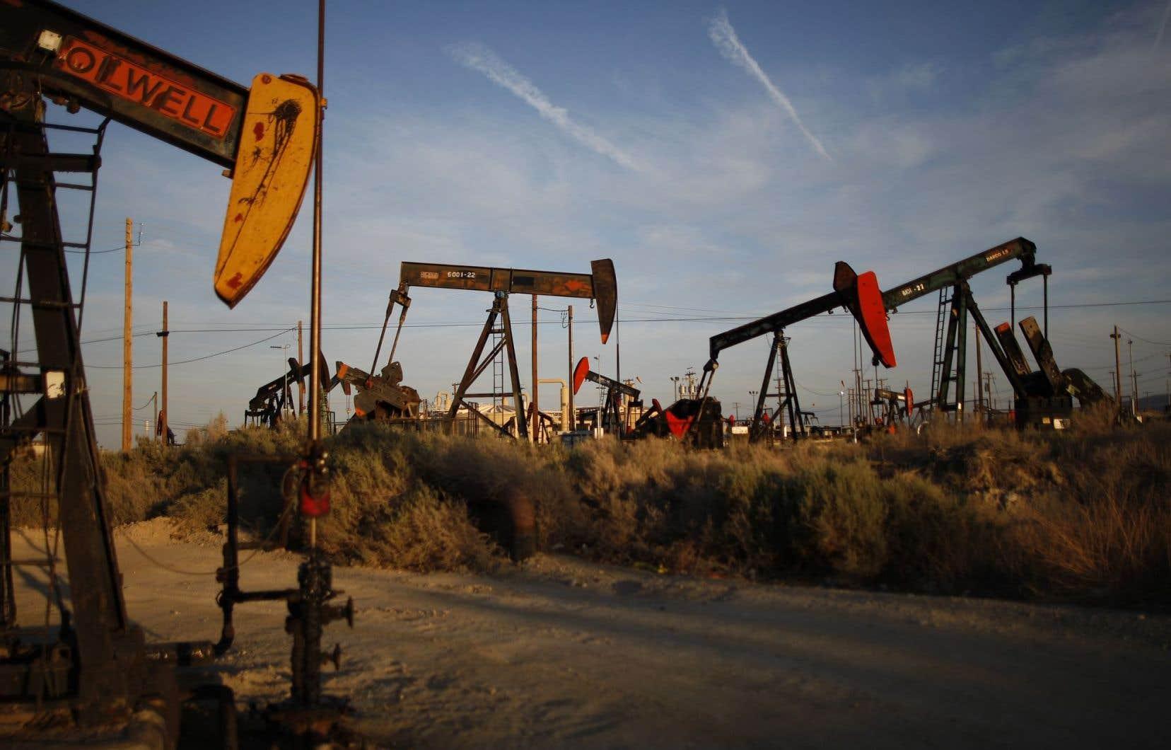 Les nouvelles technologies qui ont alimenté le développement des formations de gaz et de pétrole de schiste ont permis aux États-Unis d'augmenter leur production pétrolière.