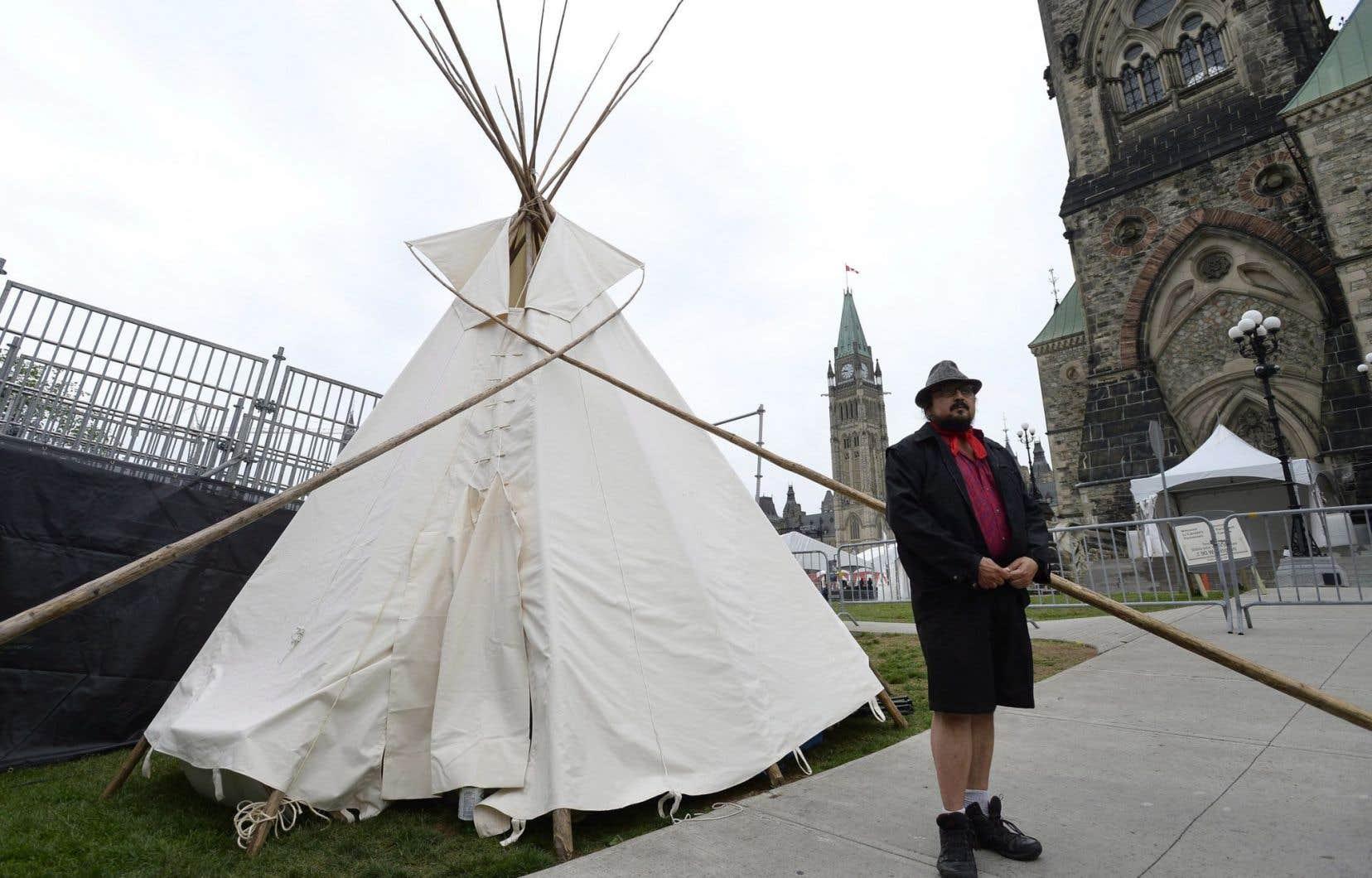Des préparatifs étaient en cours, jeudi soir, pour déménager un tipi directement sur la colline du Parlement.