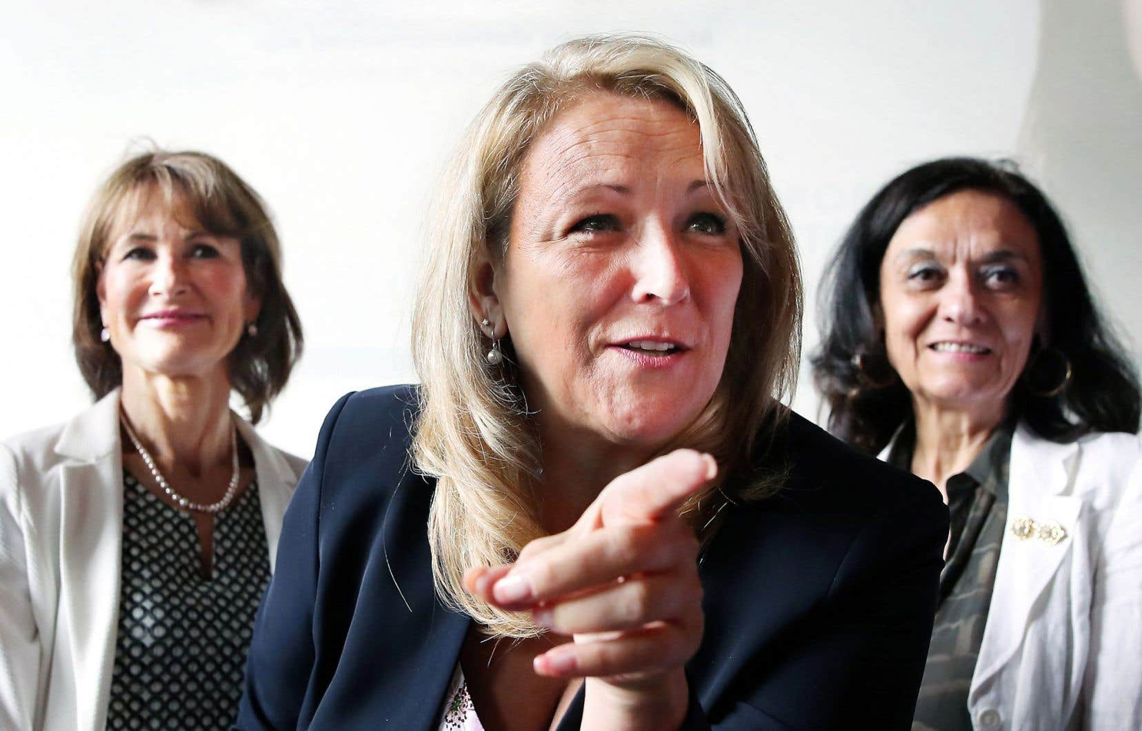 La ministre de la Condition féminine, Lise Thériault, accompagnée de ses collègues Kathleen Weil et Rita de Santis, a présenté jeudi la stratégie gouvernementale visant à relancer la lutte contre les inégalités entre les hommes et les femmes.