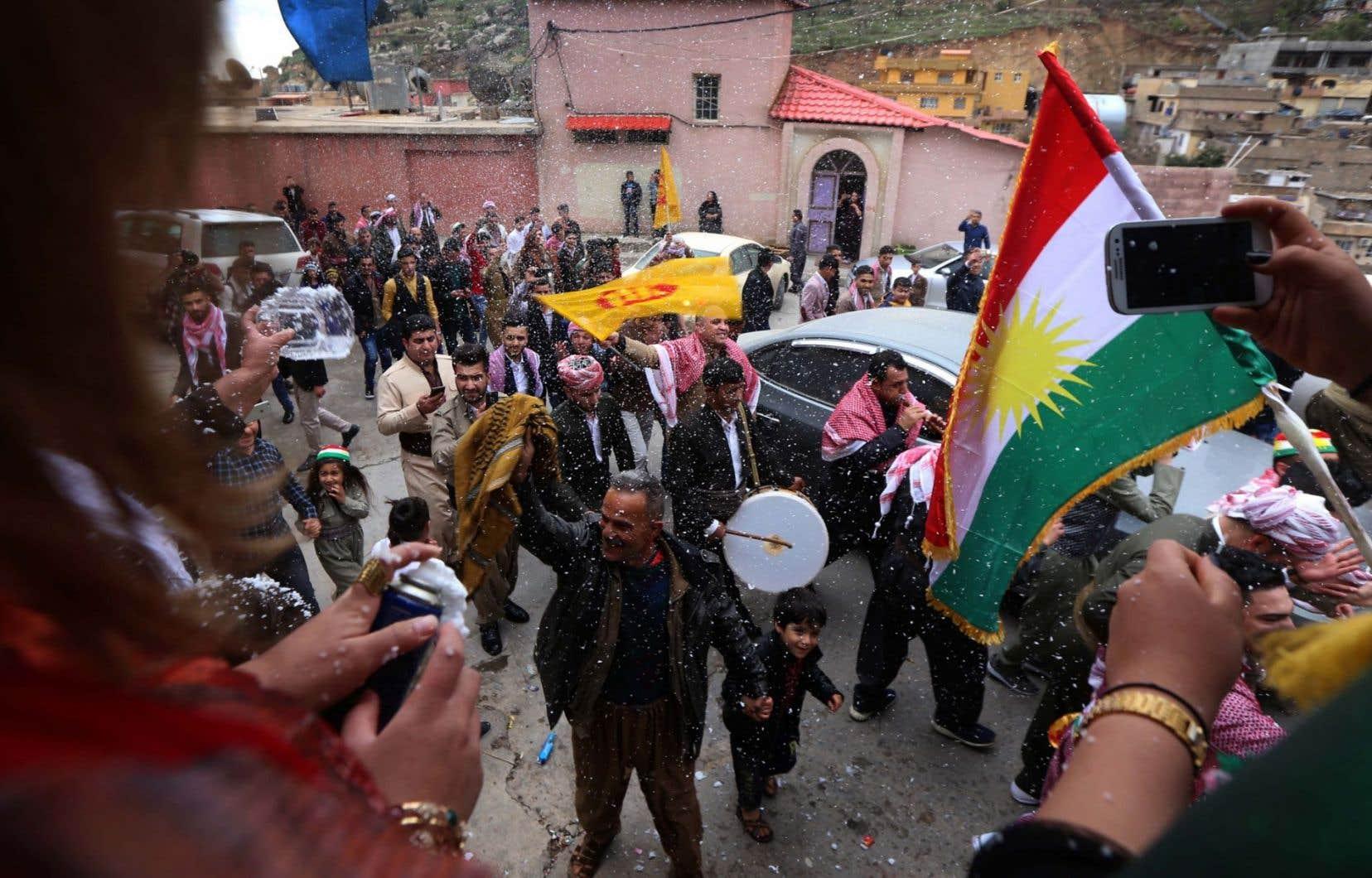 Plusieurs observateurs jugent qu'il est temps que les 30 millions de Kurdes dans le monde aient leur propre pays, d'autres disent même qu'ils le méritent en raison de leurs efforts dans la lutte contre Daech.