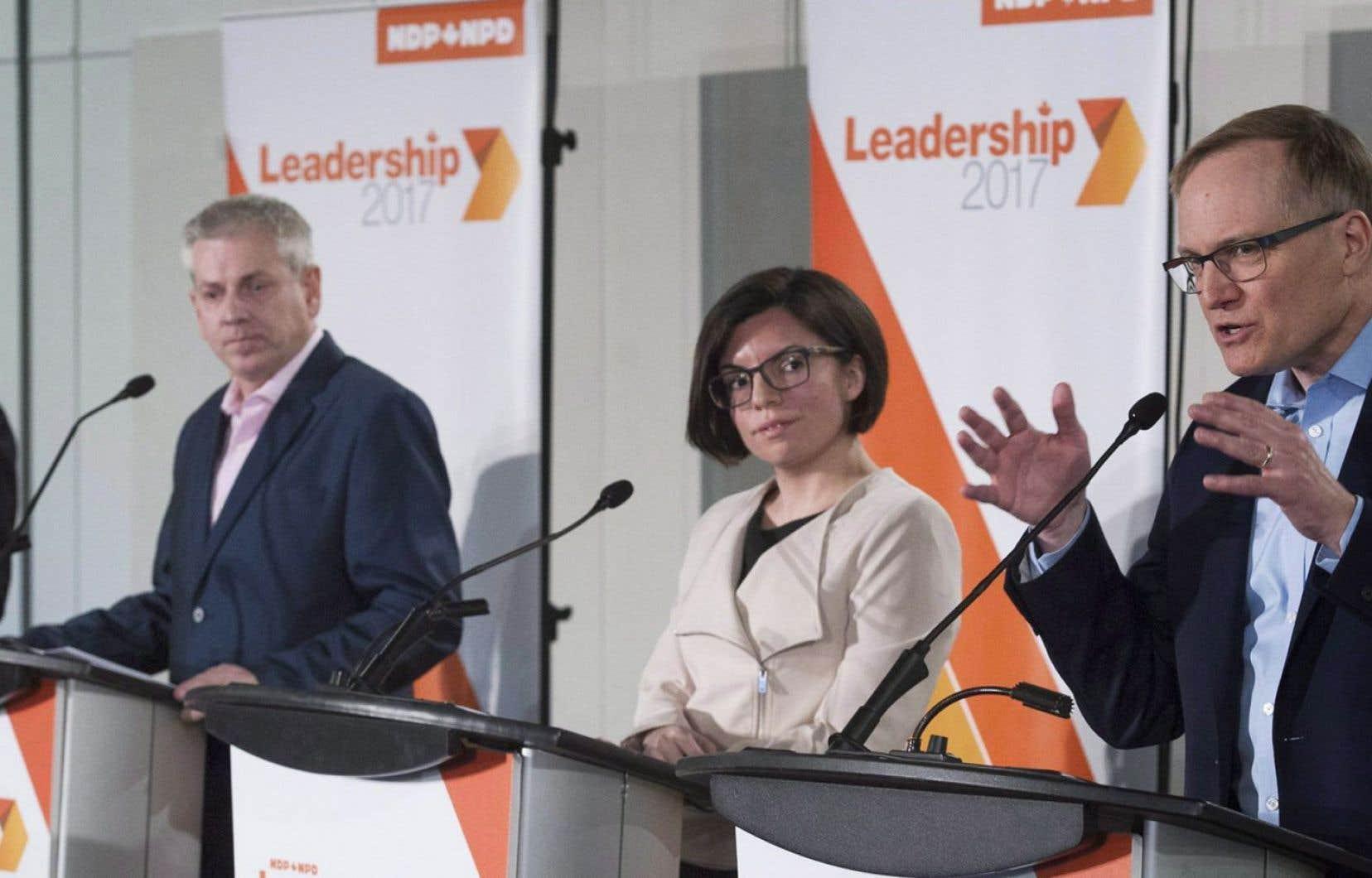 Guy Caron, Charlie Angus, Niki Ashton et Peter Julian ont pris part à un débat à Montréal à la fin mars dernier. Jagmeet Singh n'avait pas participé à l'événement puisqu'il s'est inscrit dans la course à la direction seulement à la mi-mai.