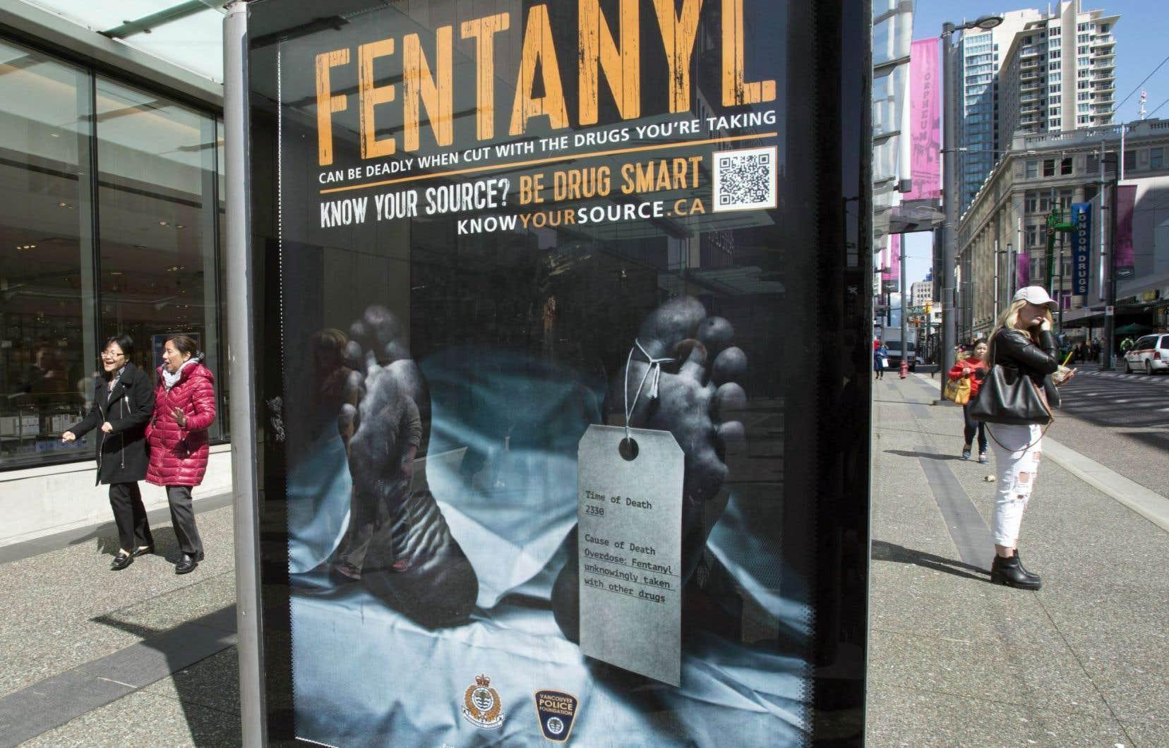 La police de Vancouver a lancé une campagne de prévention en avril pour sensibiliser la population aux dangers du fentanyl. La Colombie-Britannique a recensé 922 morts causées par une surdose d'opioïdes l'an dernier.