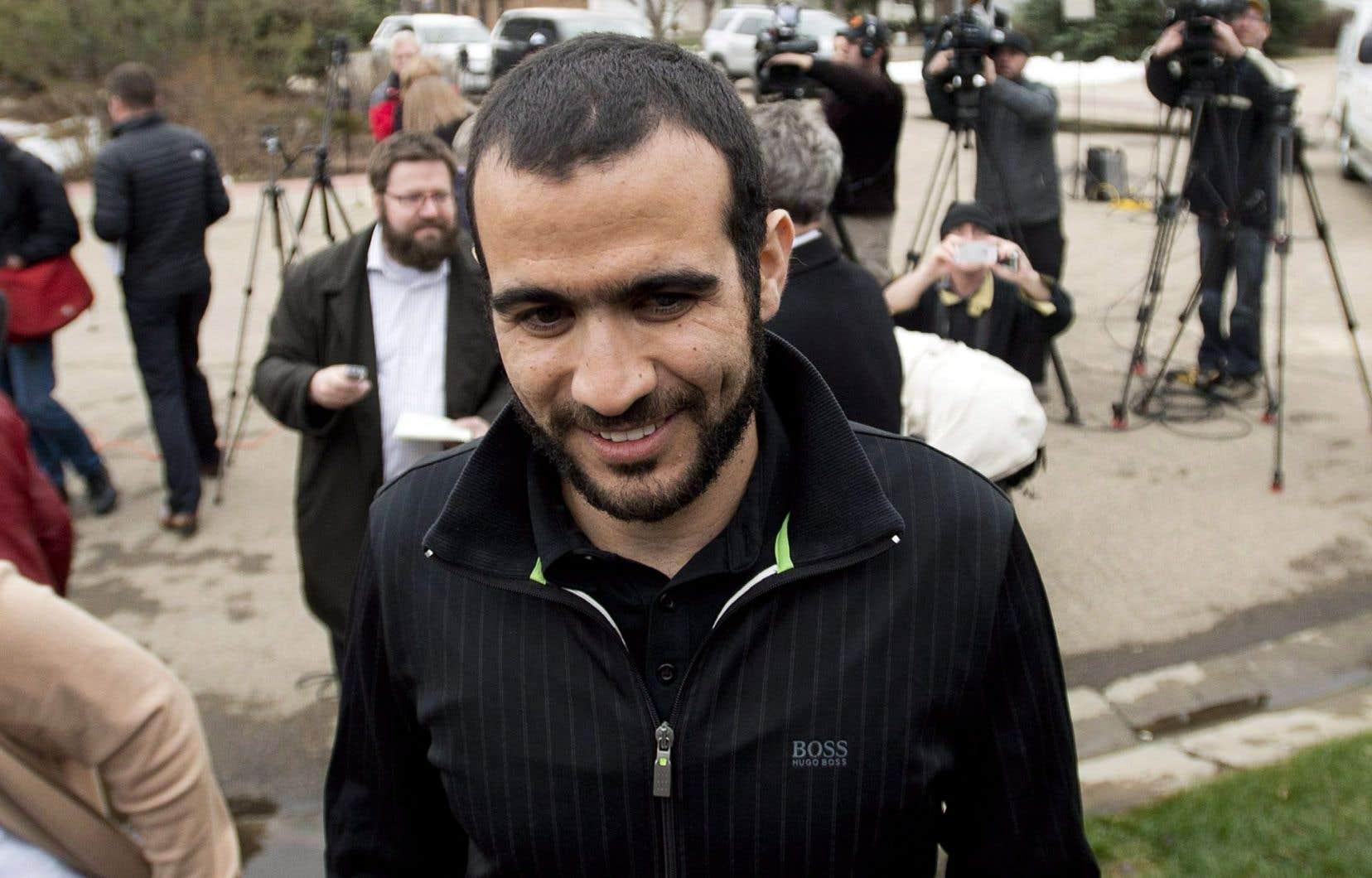 Omar Khadr a été capturé en Afghanistan par les Américains en juillet 2002, alors qu'il avait 15 ans.