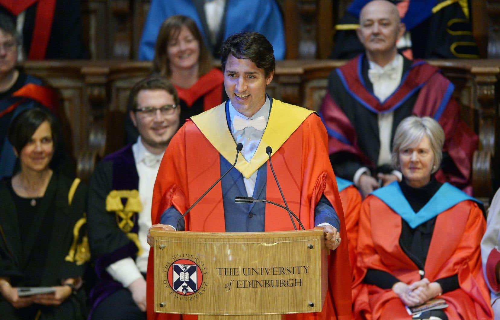 Le premier ministre Justin Trudeau a reçu un doctorat honorifique de l'Université d'Édimbourg, mercredi, pour ses accomplissements en faveur de l'égalité et de la diversité.