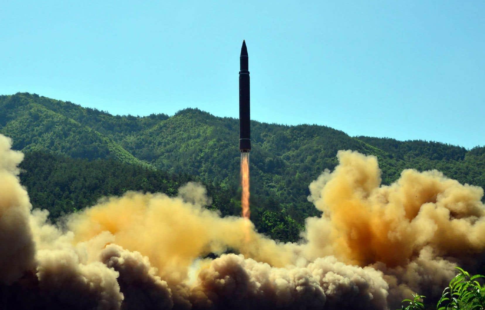 Cette photo disribuée par l'agence officielle nord-coréenne KCNA illustre le lancement réussi de mardi.