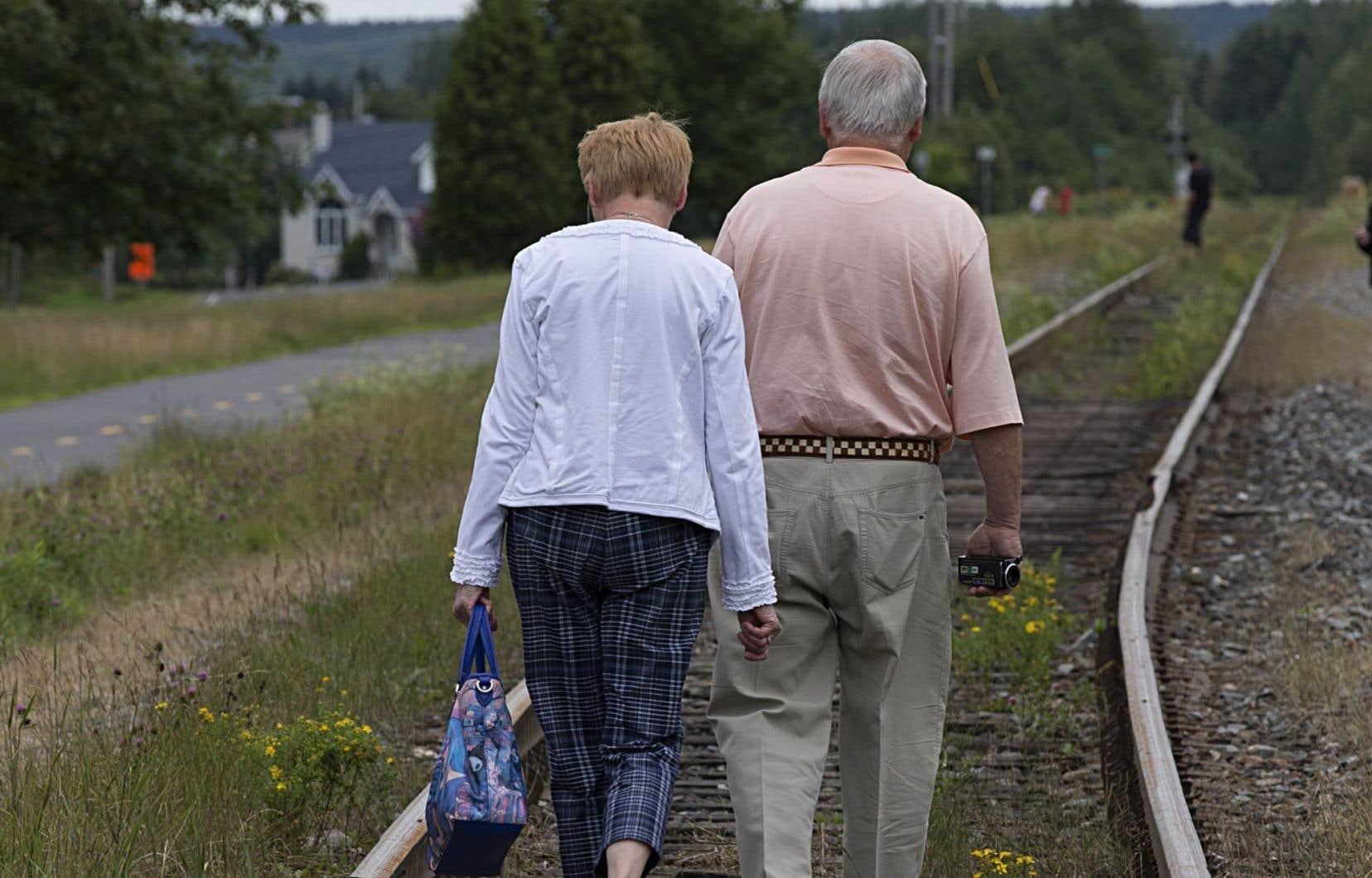 À Lac-Mégantic, les citoyens attendent toujours anxieusement qu'on construise une voie de contournement ferroviaire.