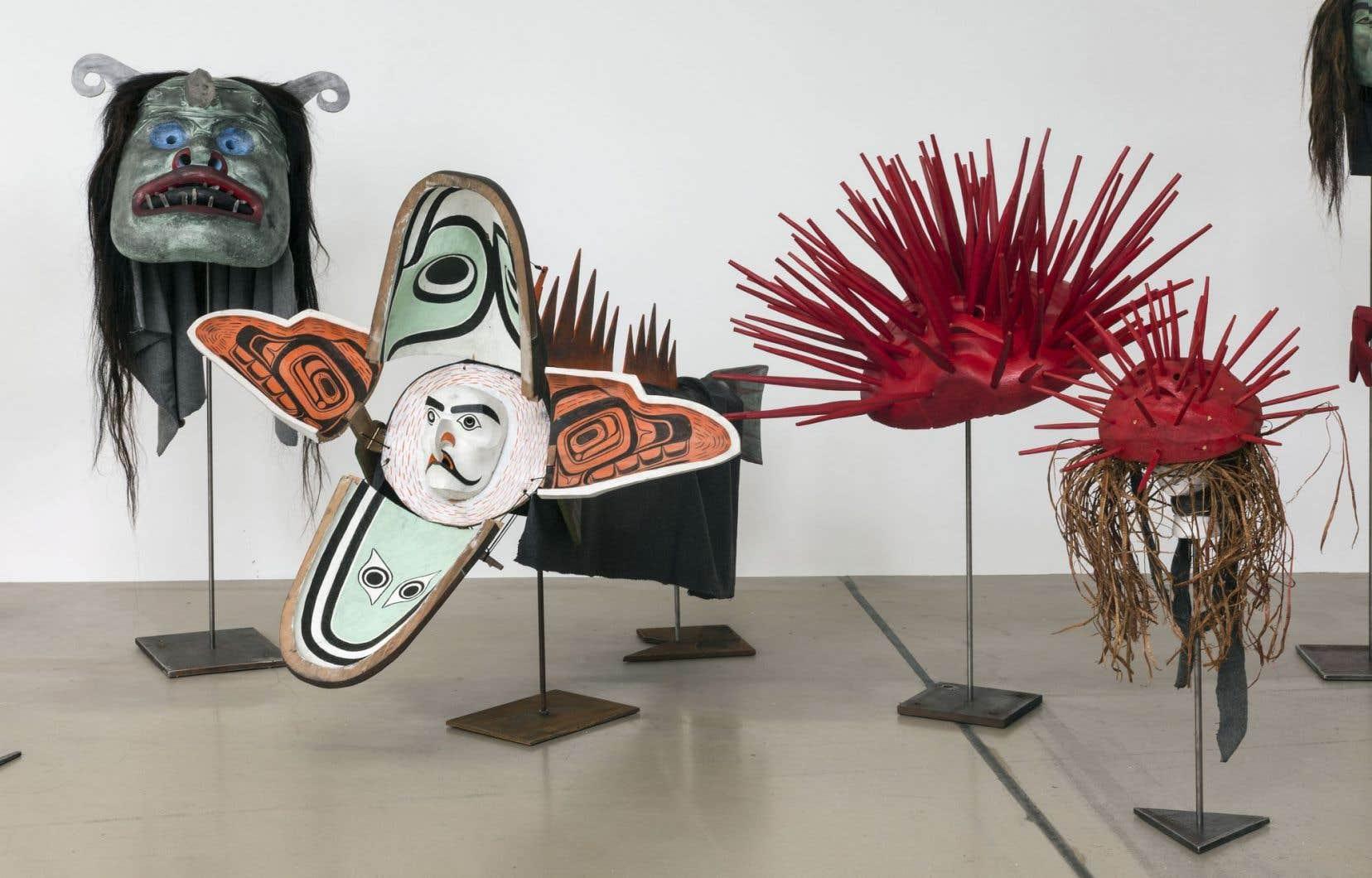 Vue de l'installation de Beau Dick, artiste et chef héréditaire de la Première Nation Namgis, en Colombie-Britannique