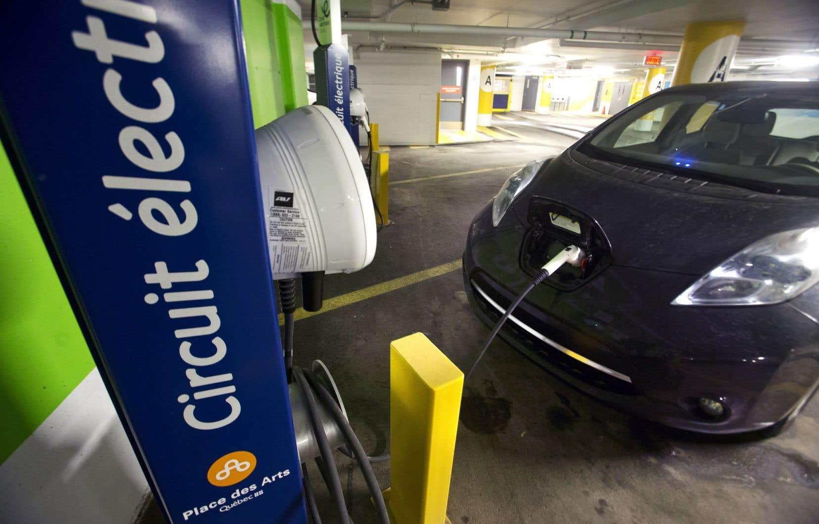 Le Québec, qui achète la moitié des voitures électriques au Canada, en compte environ 14400 en circulation.