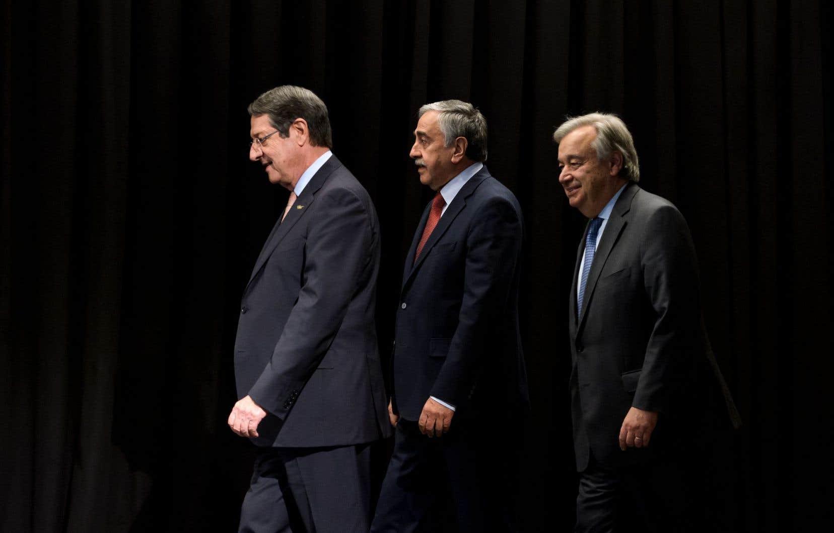 Le président chypriote Nicos Anastasiades, le dirigeant turc-chypriote Mustafa Akinci etle secrétaire général des Nations Unies, Antonio Guterres, à Crans-Montana, la semaine dernière
