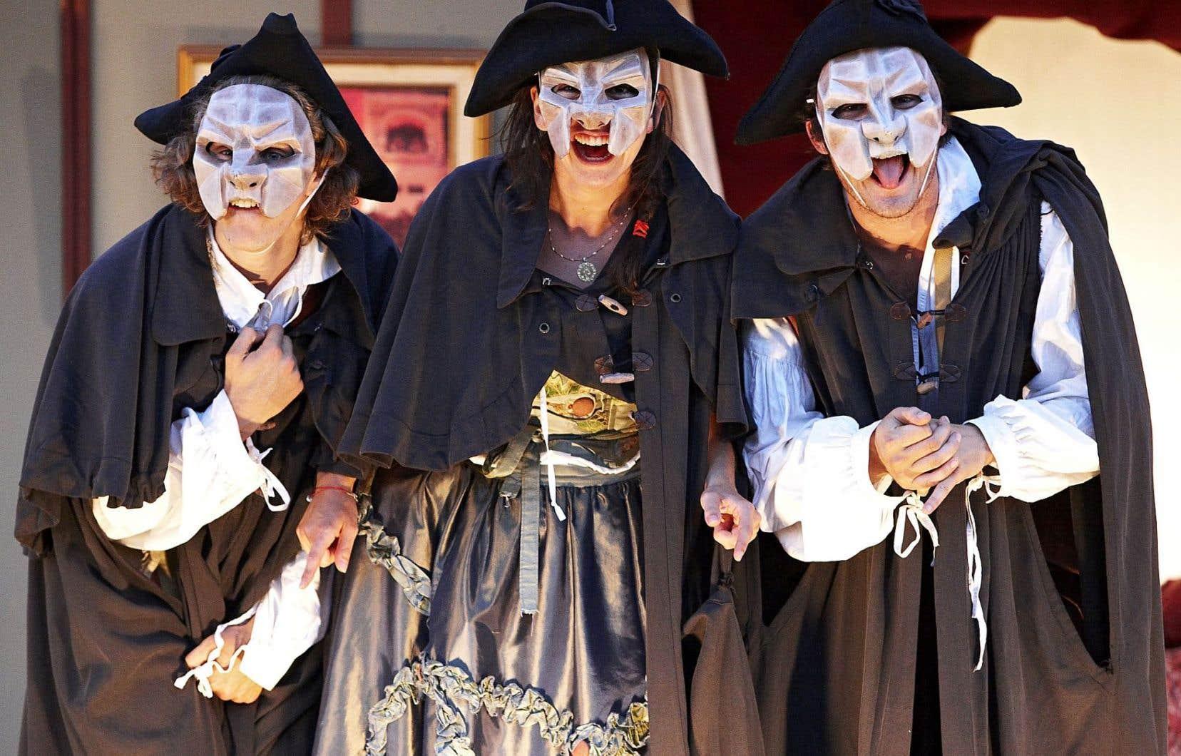 Le professionnalisme des comédiens, leur jeu franc, solide et très physique, permet une représentation brillante et riche, un théâtre qui reprend avec finesse ici les traits de la commedia dell'arte.