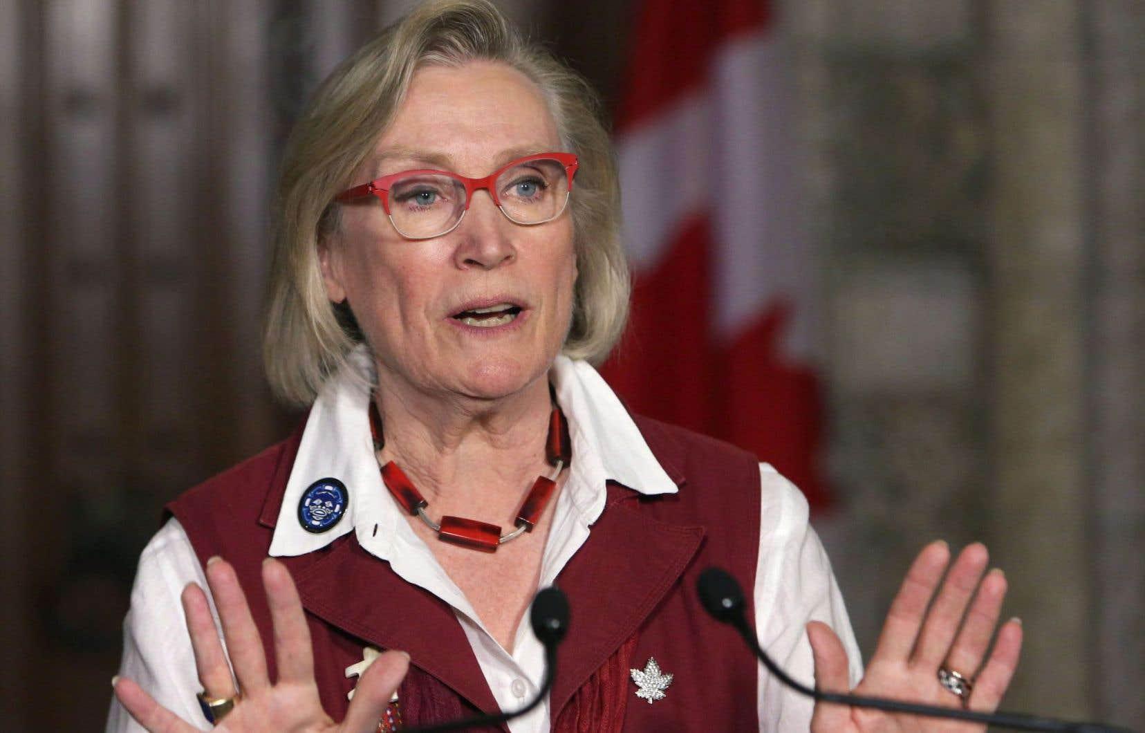 La ministre des Affaires autochtones, Carolyn Bennett, a rencontré les membres de la commission d'enquête pour s'assurer que la démarche entreprise il y a 11 mois n'était pas compromise.