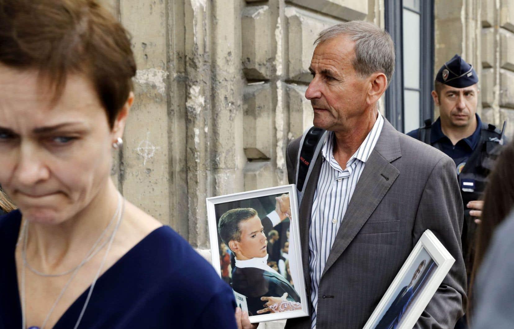 Alors que Nice se prépare à commémorer la mort de 86 personnes lors de l'attaque du 14juillet 2016, des parents et des proches de victimes se présentent à Paris à l'enquête sur les mesures de sécurité déployées ce jour-là sur la promenade des Anglais.