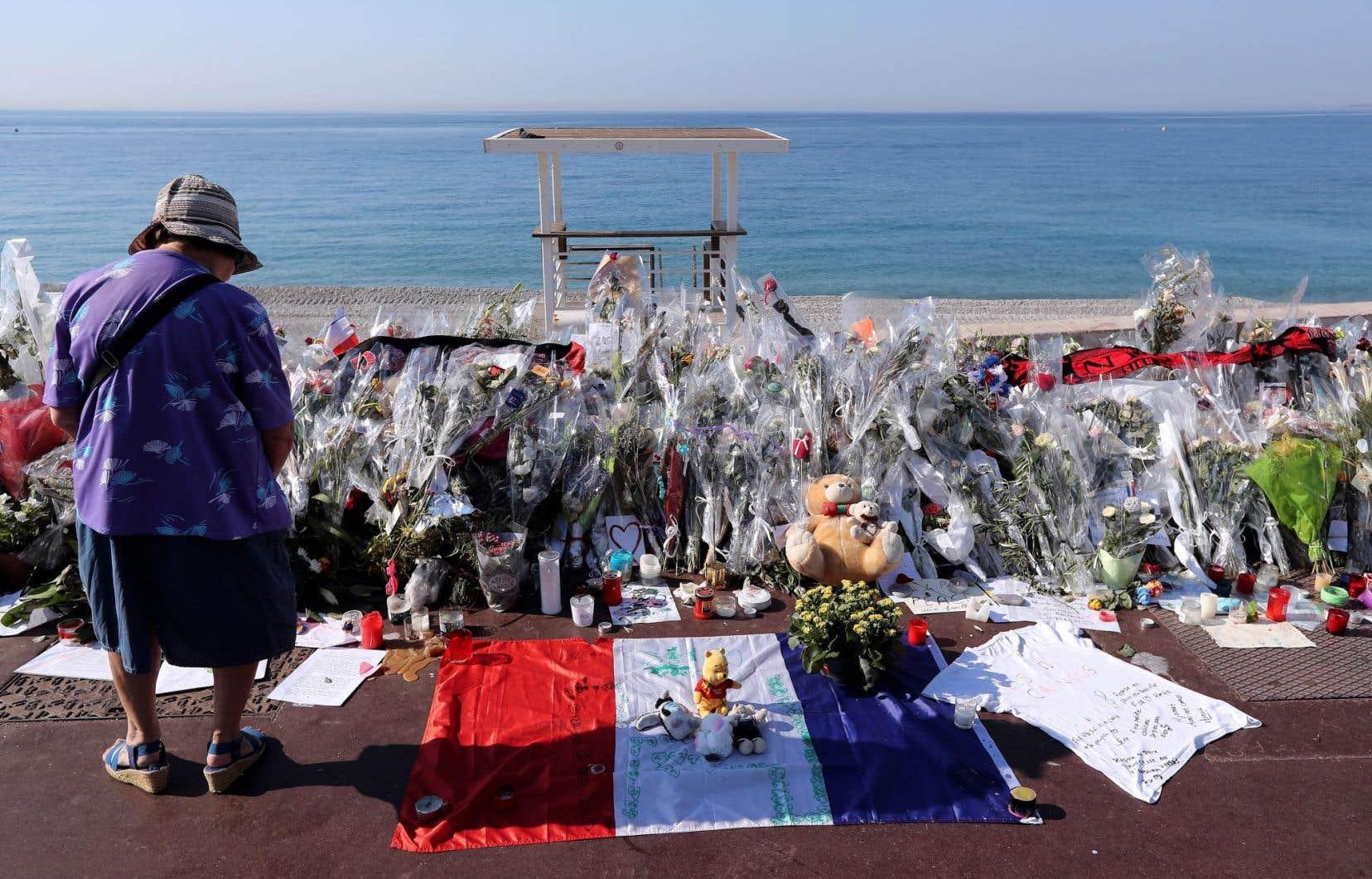 L'an dernier, un camion avait foncé sur la foule sur la promenade des Anglais, à Nice, lors des célébrations du 14 juillet. Le chauffeur avait été tué par la police.