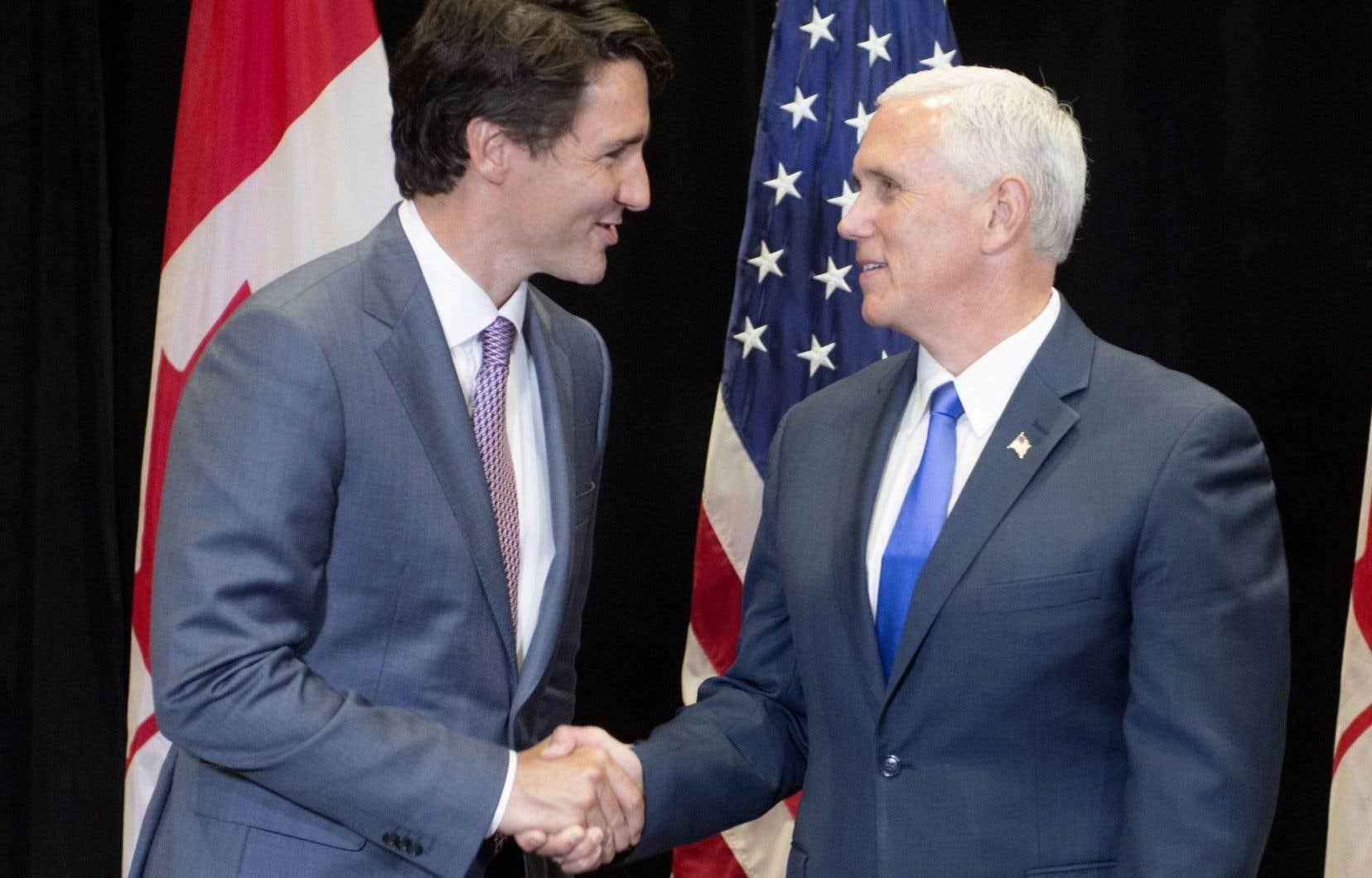 Justin Trudeau a dirigé une délégation canadienne en visite à la rencontre annuelle des gouverneurs américains, vendredi, au Rhode Island. Le premier ministre a ainsi eu l'occasion de s'entretenir avec le vice-président américain, Mike Pence.