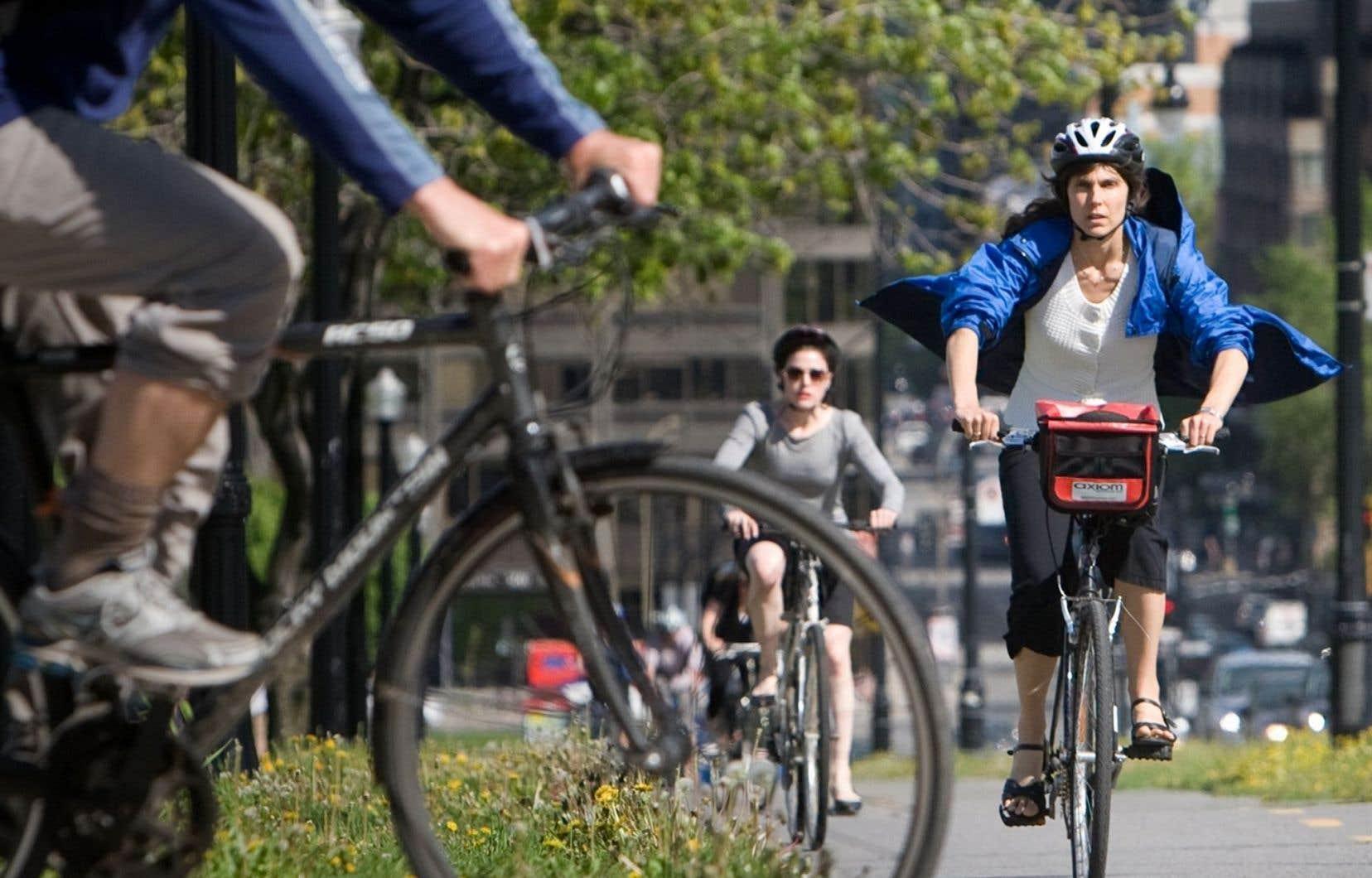 Pour créer une ville plus humaine, il faut d'abord réorganiser les quartiers pour qu'ils soient plus agréables à vivre et plus sécuritaires à parcourir en dehors de l'automobile, estime l'auteure.