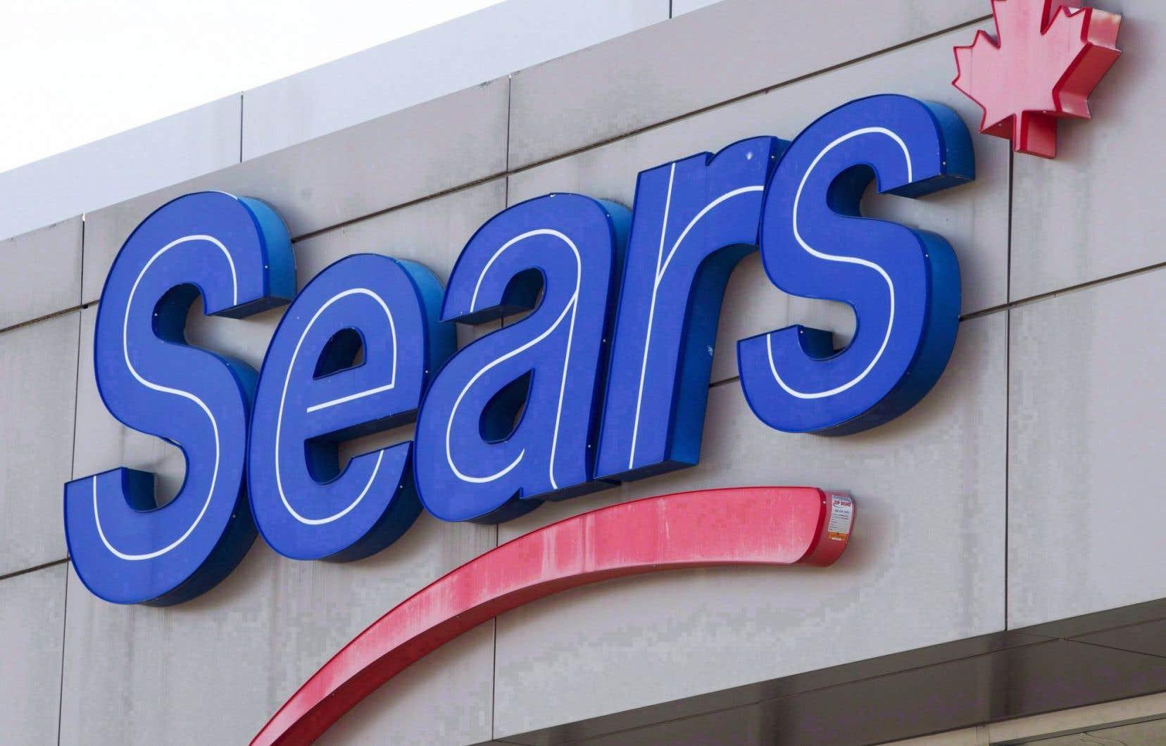 Le plan de rétention de Sears prévoit aussi 1,6million pour 116 employés qui seront affectés à la fermeture de magasins, ce qui porte le total à 9,2millions.