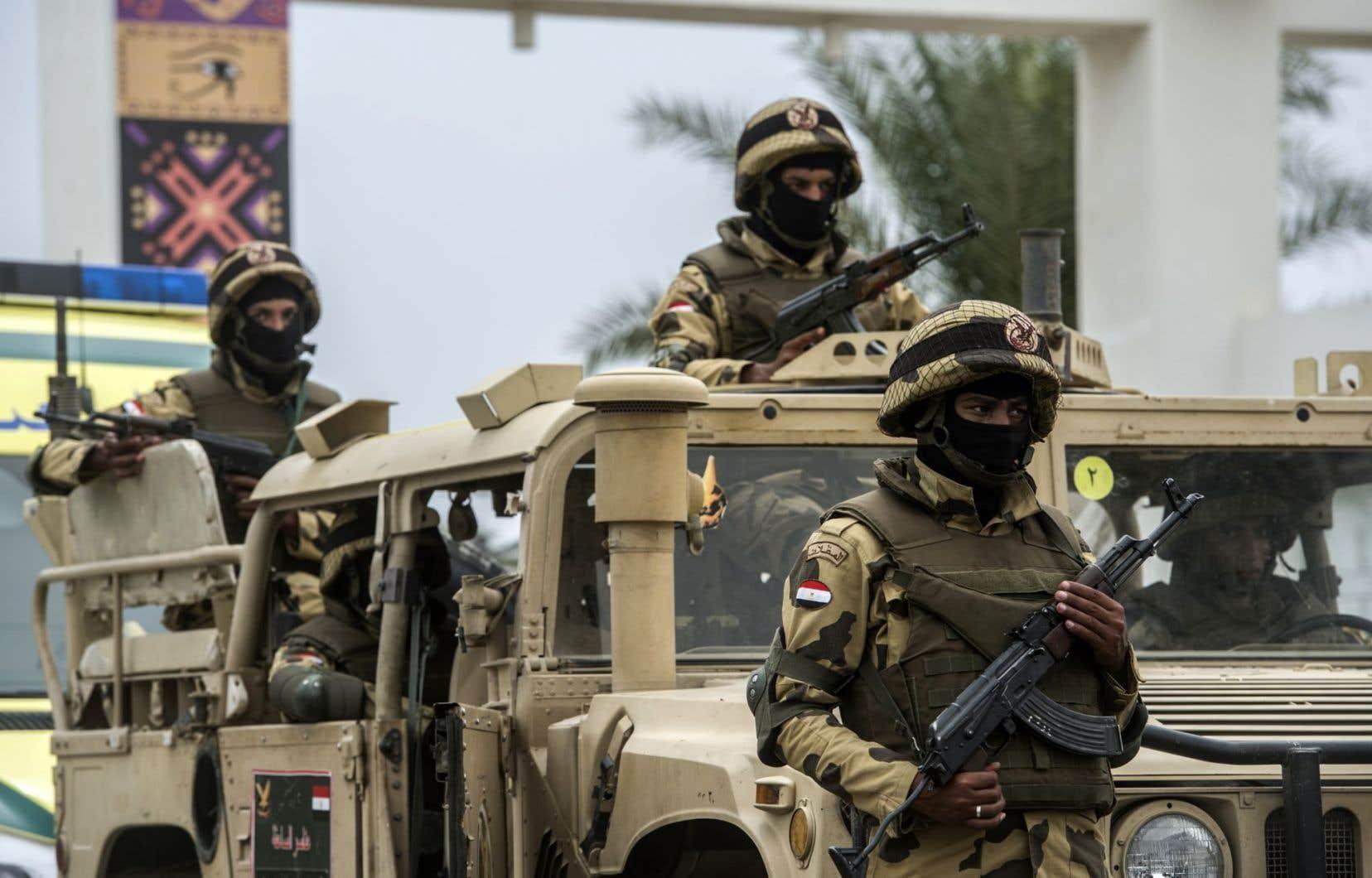 L'armée égyptienne a renforcé ses opérations à la frontière libyenne, disant régulièrement craindre l'entrée de combattants armés pour commettre des attaques.